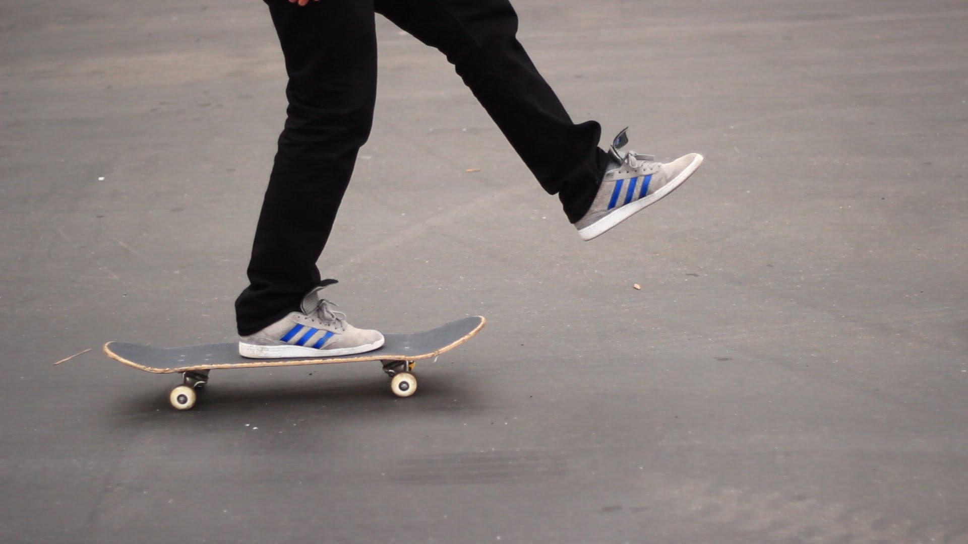 HOW TO SKATEBOARD FOR BEGINNERS | HOW TO SKATEBOARD EPISODE 1 - YouTube