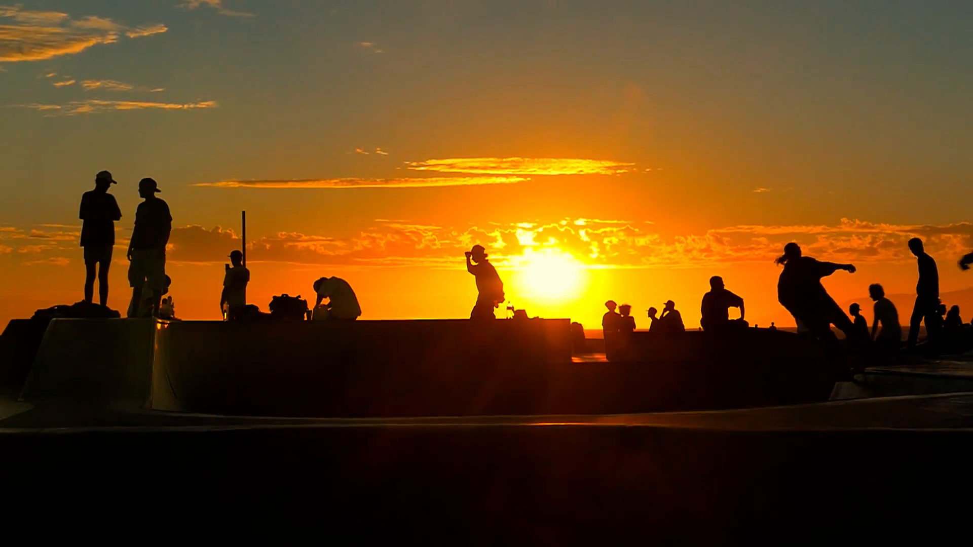 Silhouette Tourists Sunset Skateboarding Extreme Skatepark Enjoyment ...