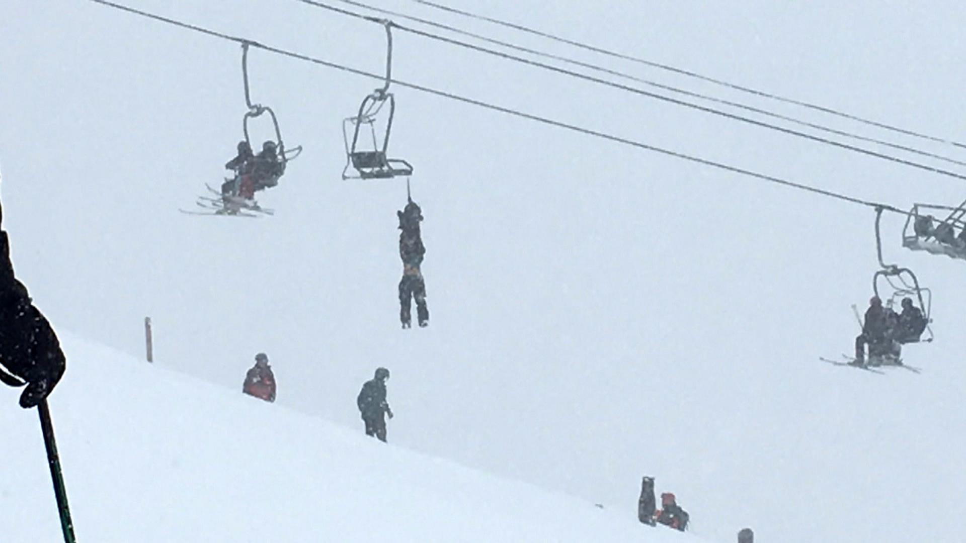 Man dangling unconscious from ski lift rescued by daring slackliner ...