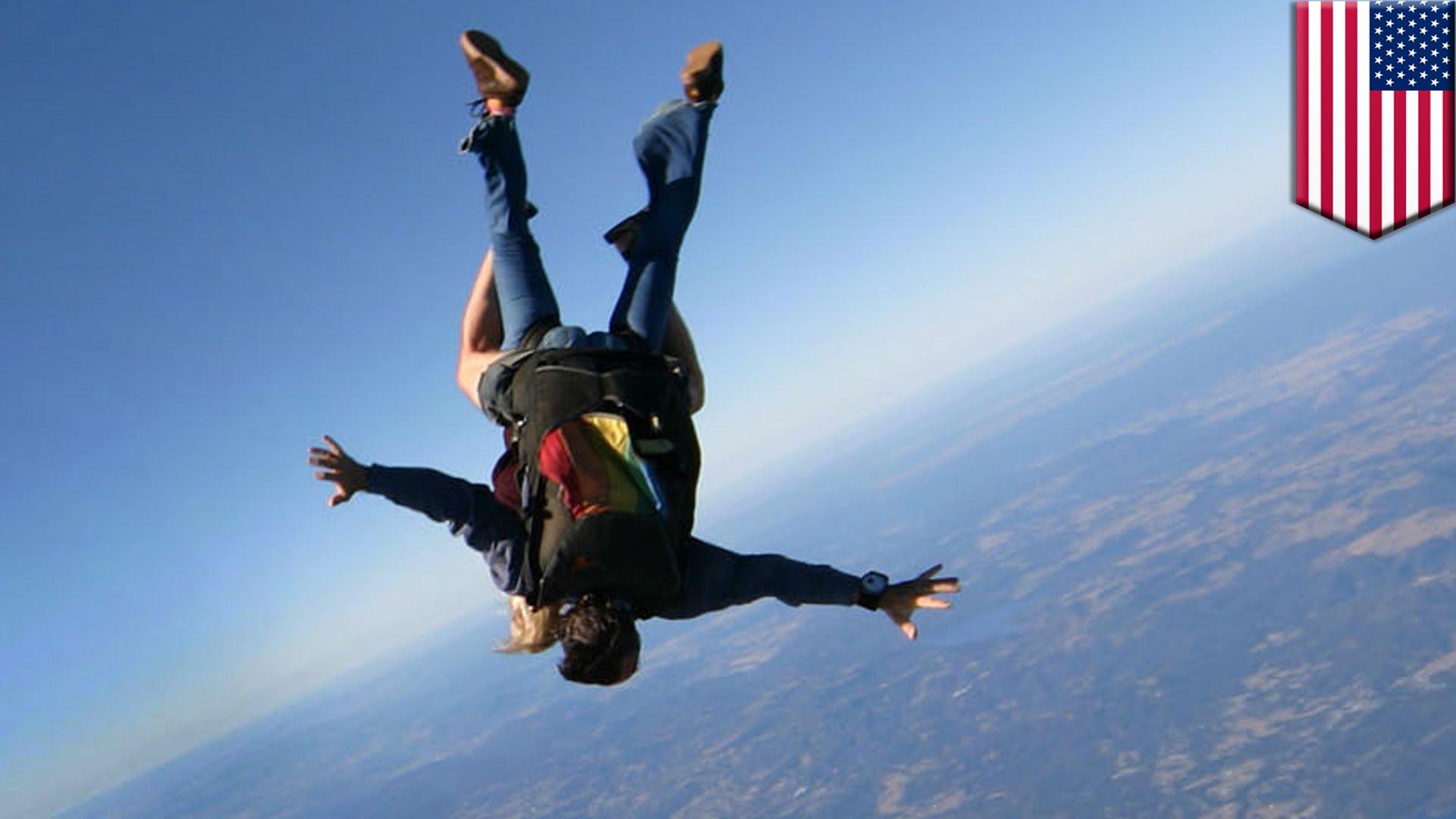 Tandem parachuting 2 photo