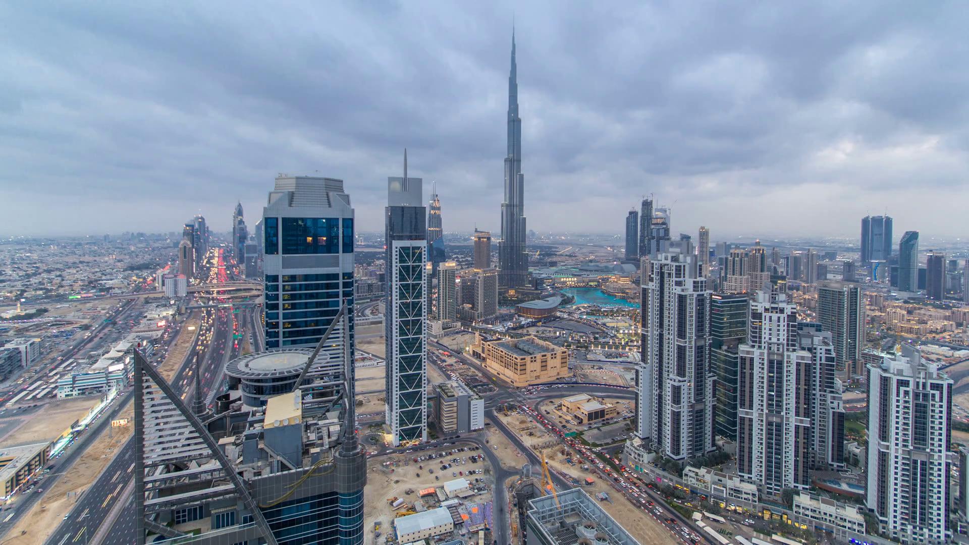 Beautiful panoramic skyline of Dubai day to night transition ...