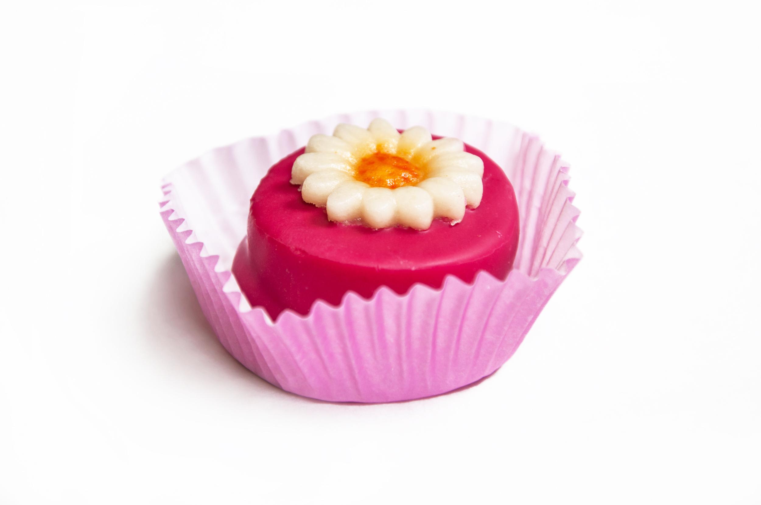 Small pink cupcake cake photo