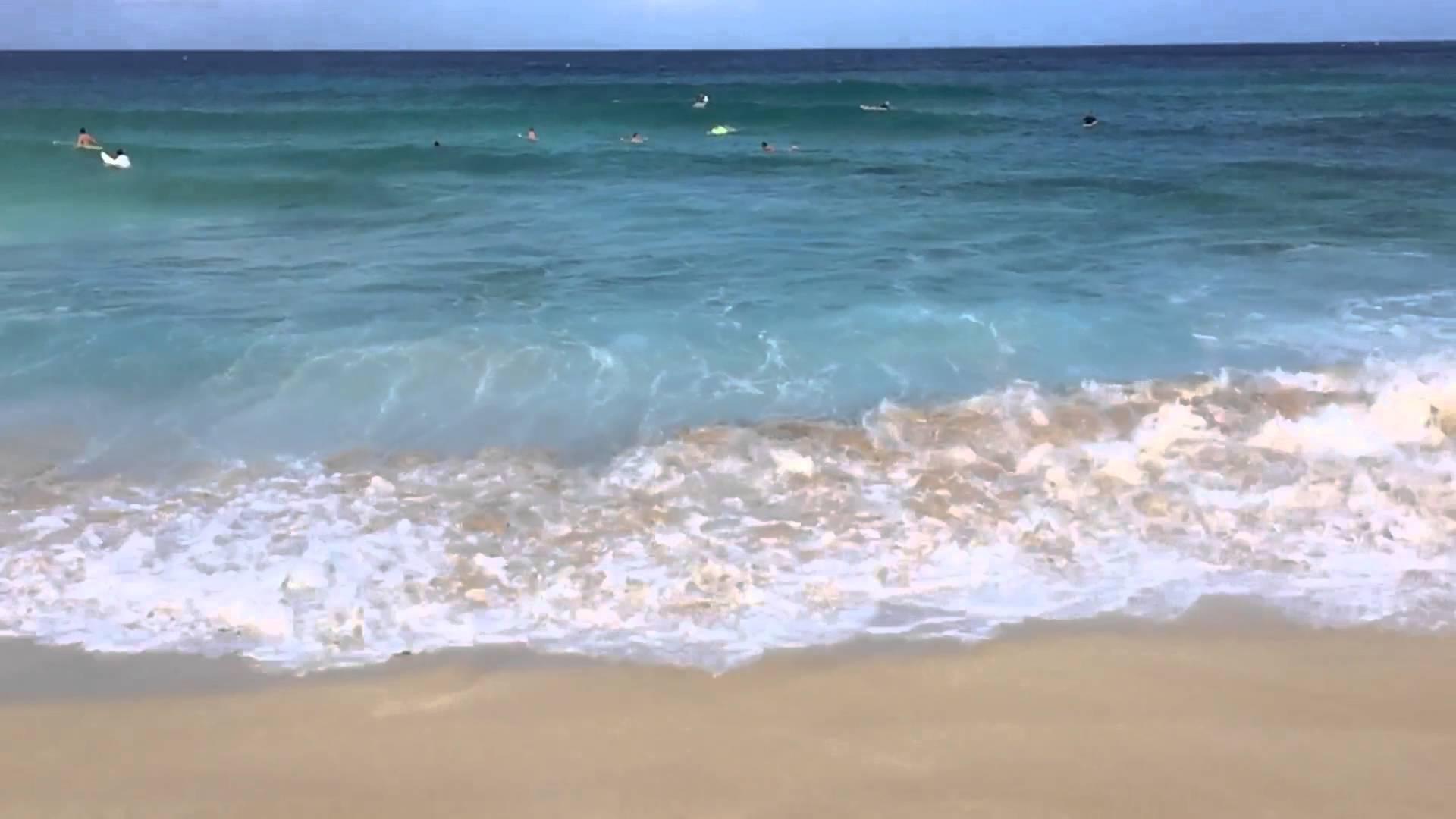 Bonzai Pipeline Surf - small waves 12-26-15 - YouTube