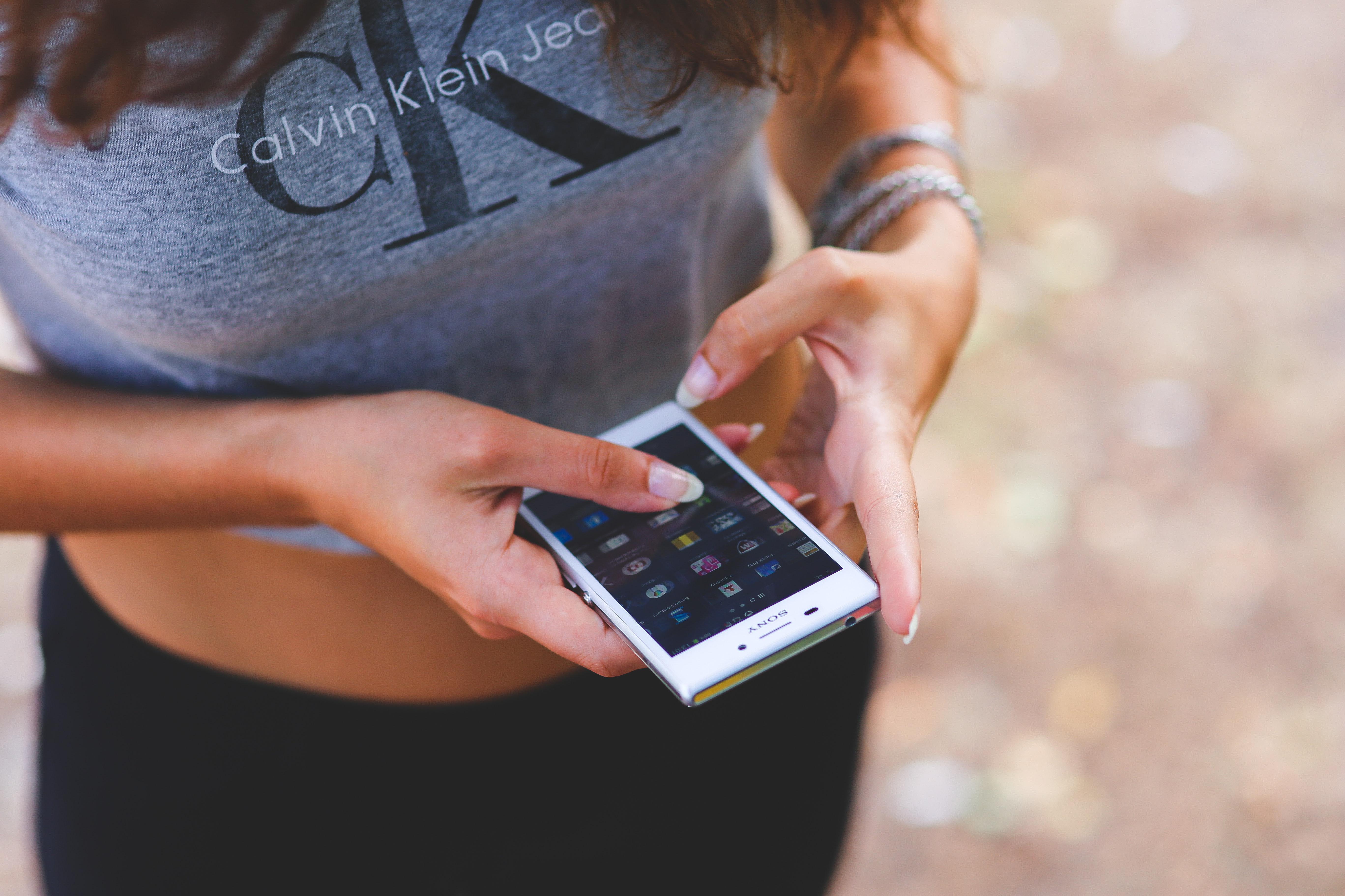 Smartphone in girl's hands photo
