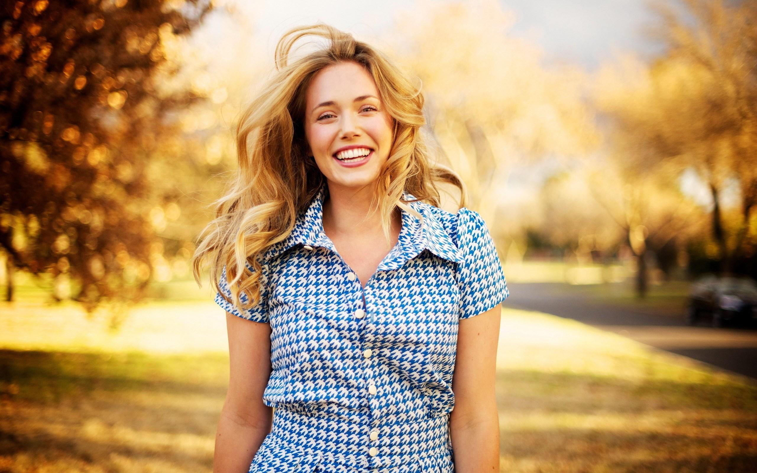 Girl Smile Mood #6978482