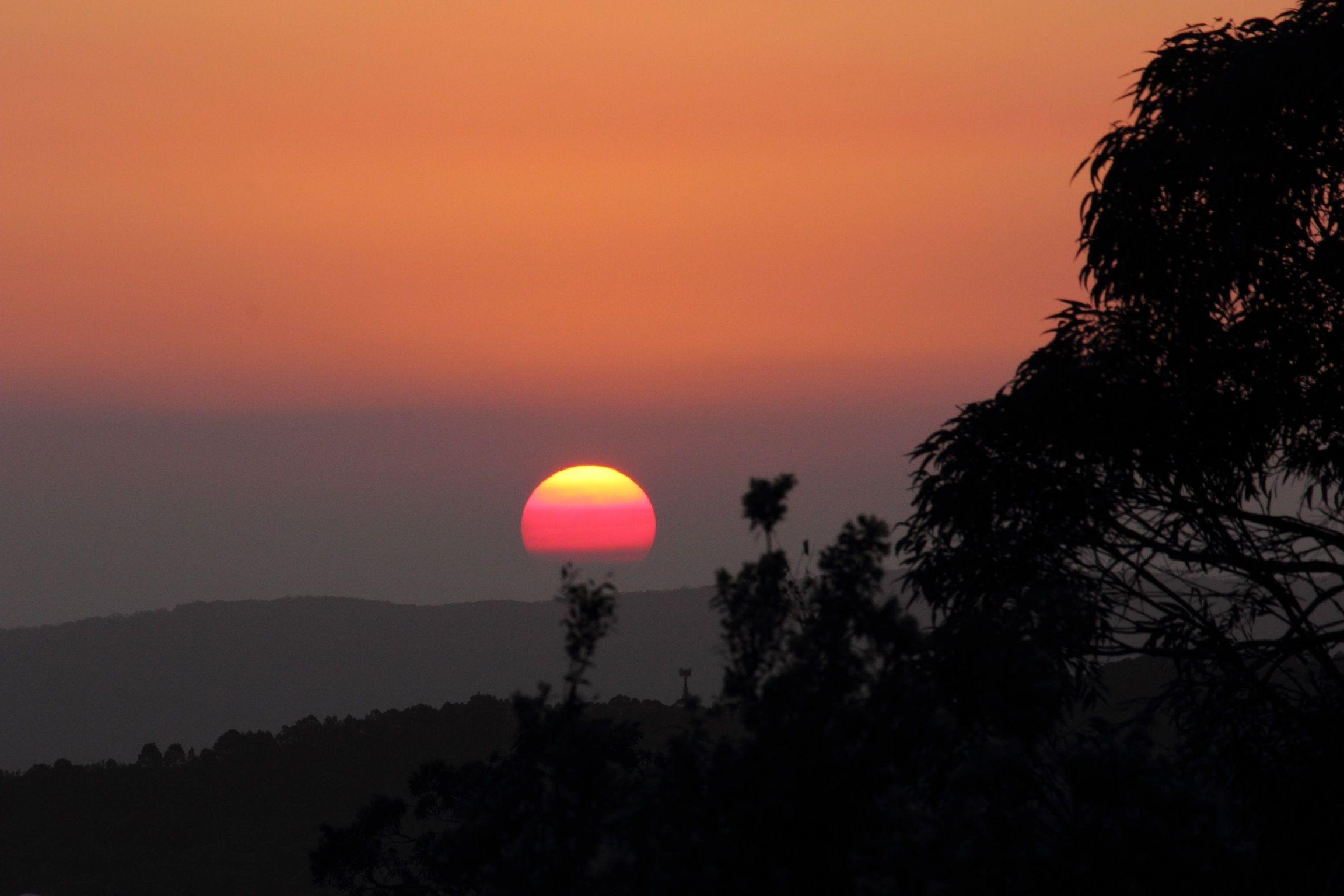 Smoke haze sunset. NSW bush fires October 2013. | Photographs ...