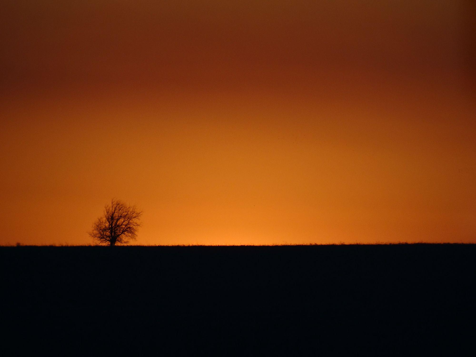 Burning smoke makes for a fine Kansas sunset | Flint Hills, Kansas ...