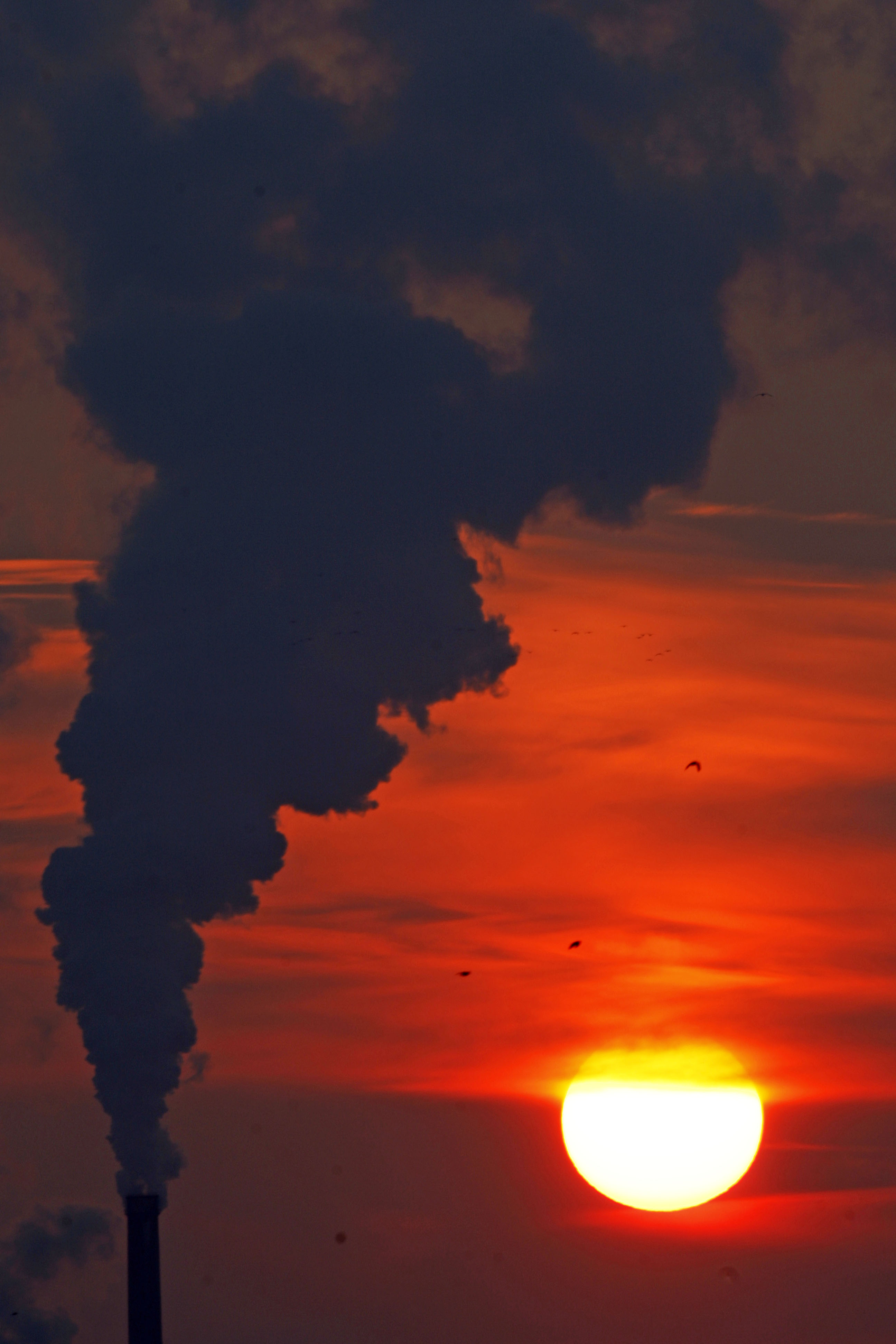 sunset #landscapephotography #smoke #romania #bucharest #coldday ...