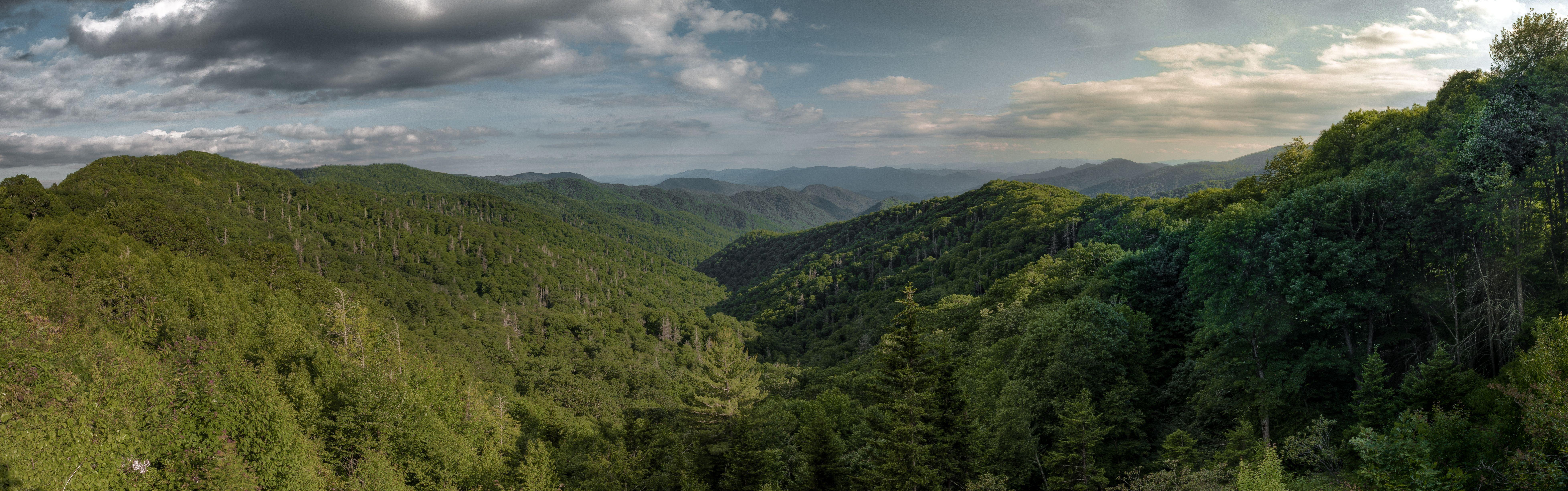 Great Smoky Mountains Panorama [7824x2450] [OC] http://ift.tt ...