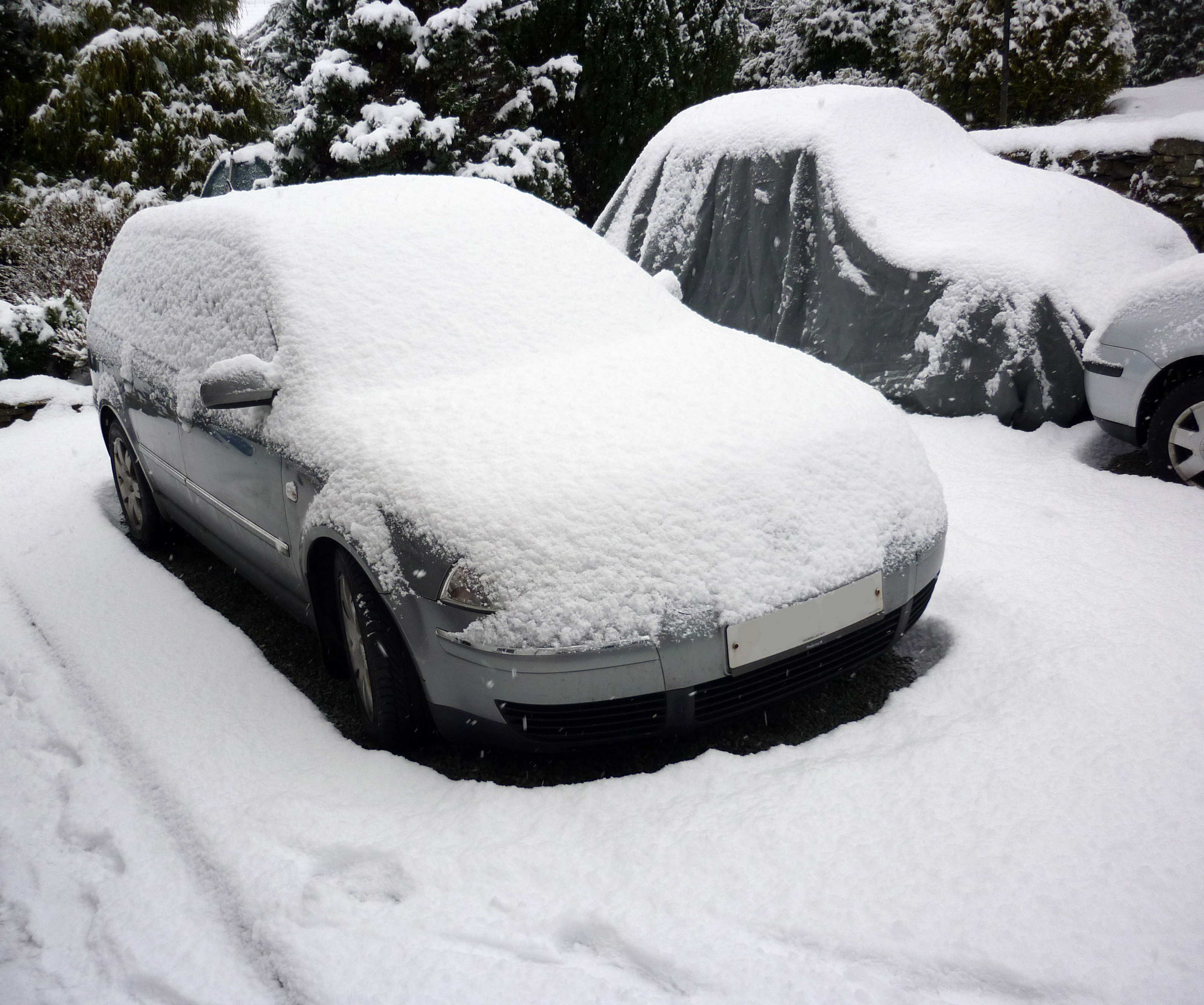 snow covered car-4195 | Stockarch Free Stock Photos