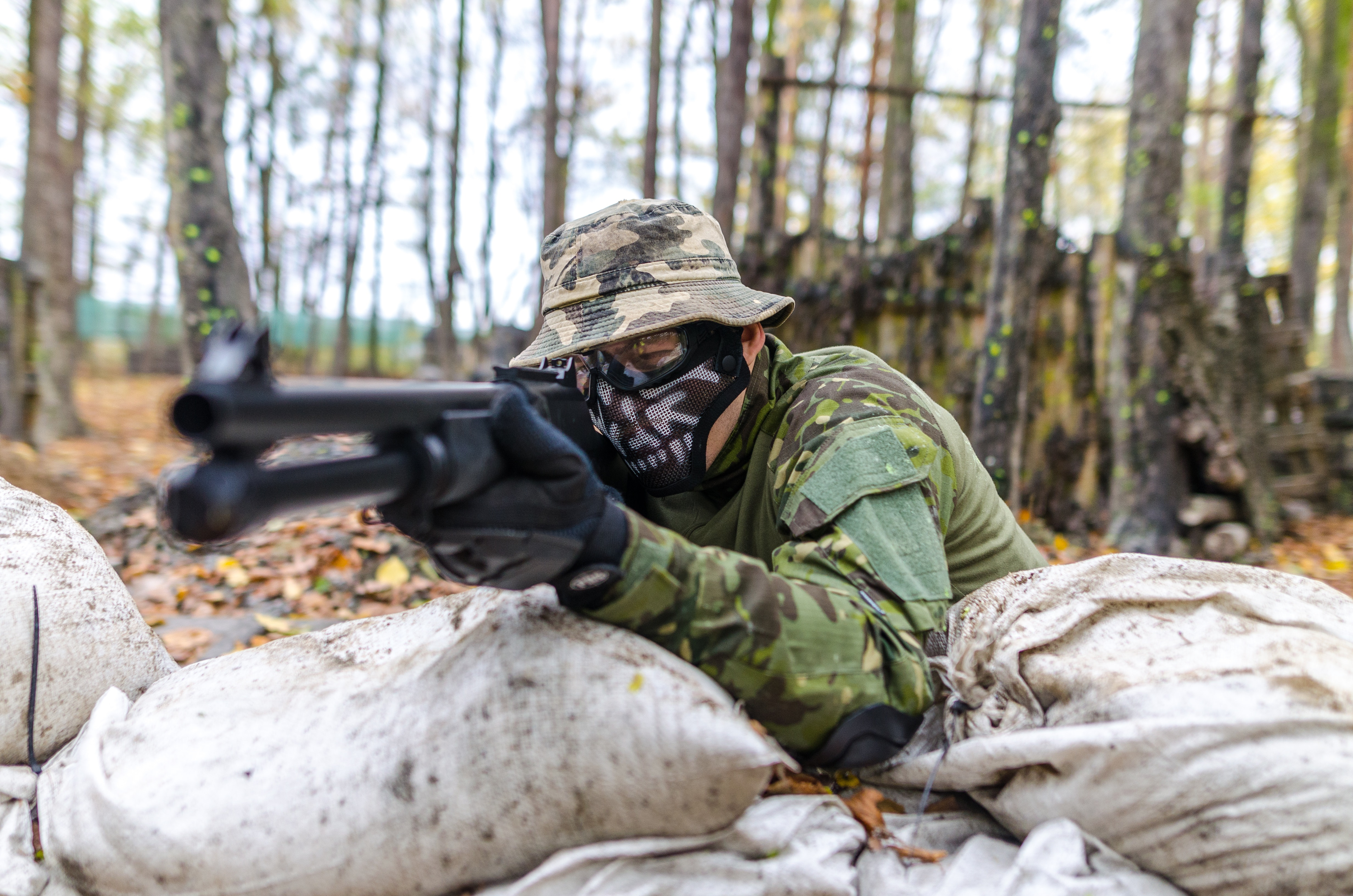 Soldier Holding a Rifle at Daytime, Action, Military, Wear, Weapon, HQ Photo