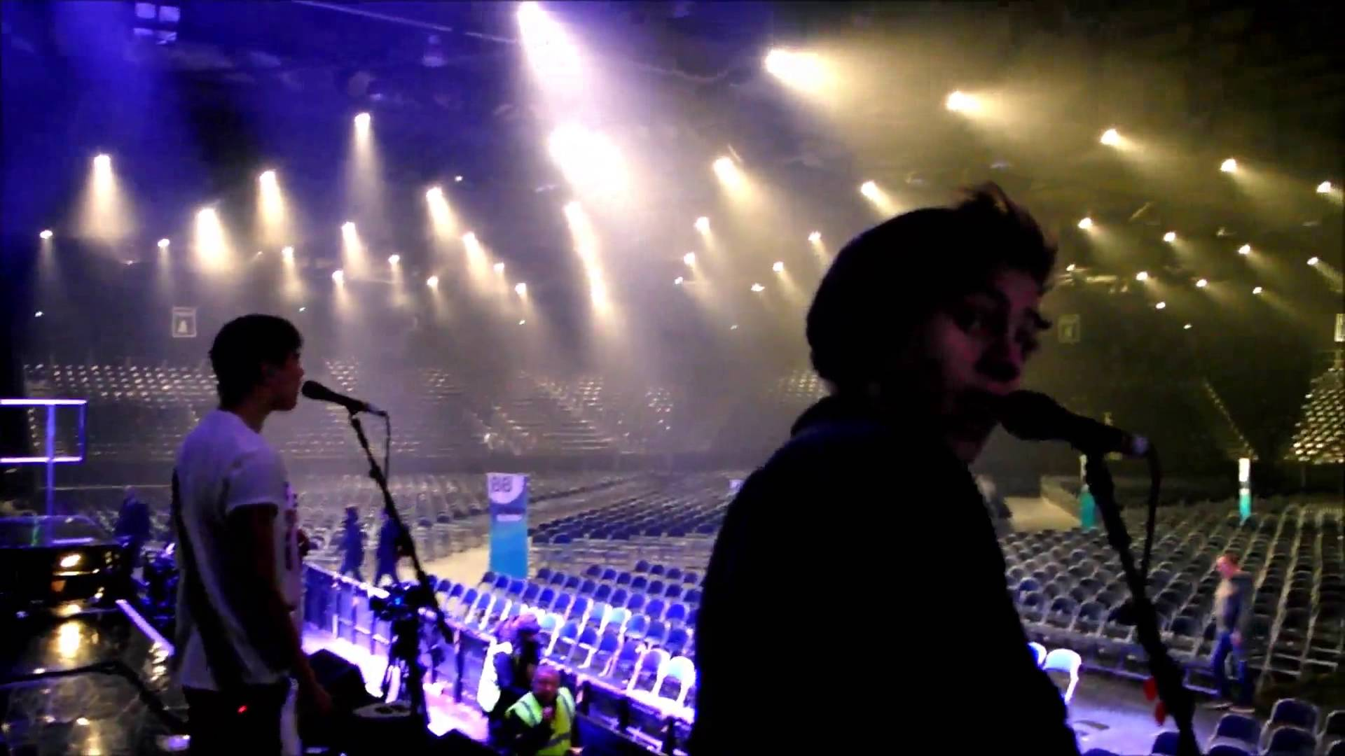 5 seconds of summer - soundcheck!!! - YouTube