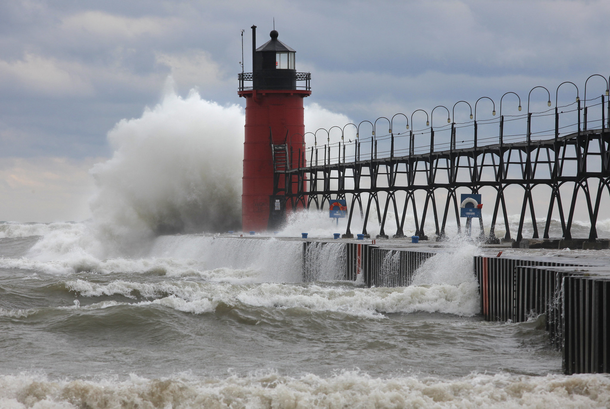 Why South Haven's 1903 lighthouse has a catwalk, and other fun facts ...
