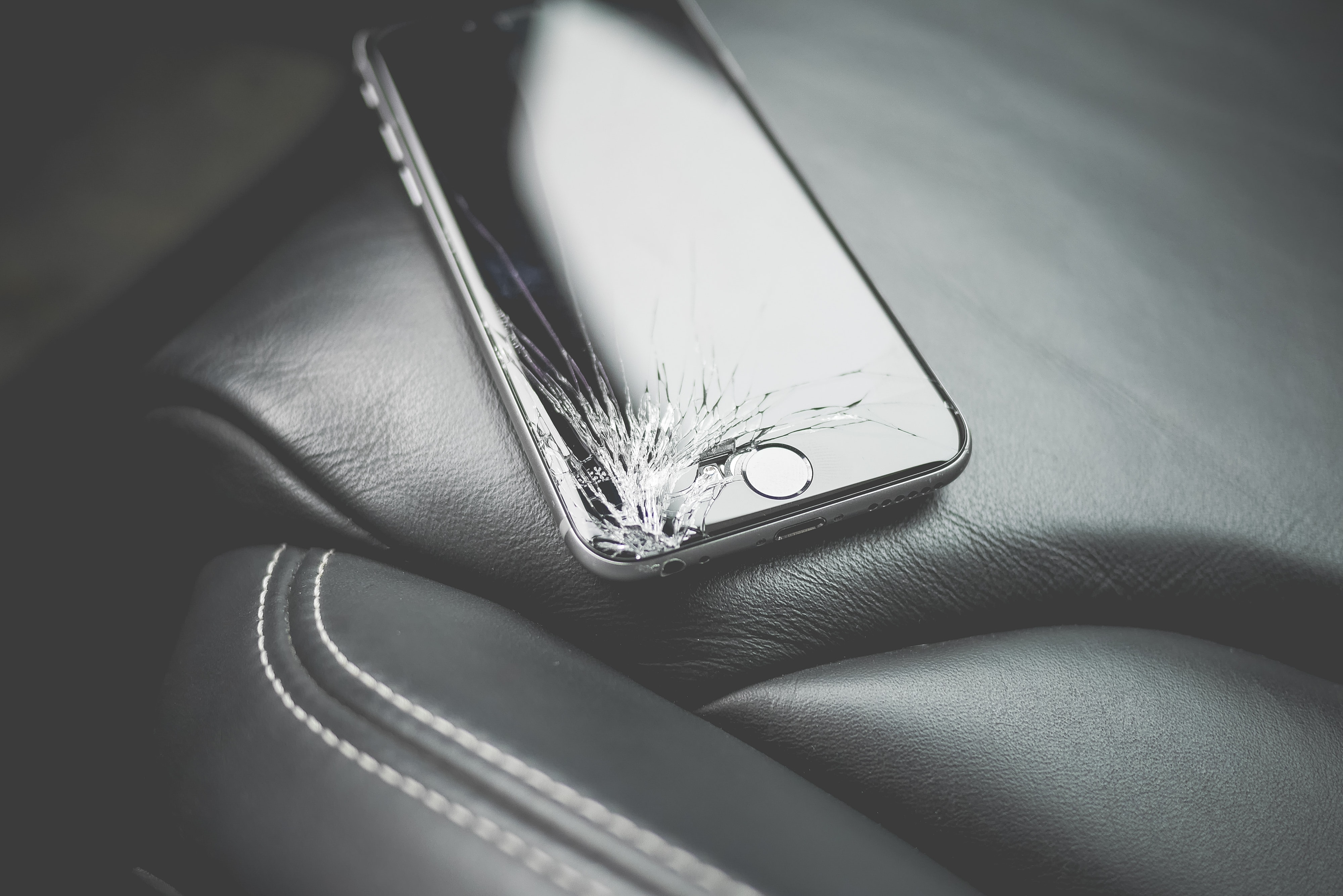 Space gray iphone 6 photo