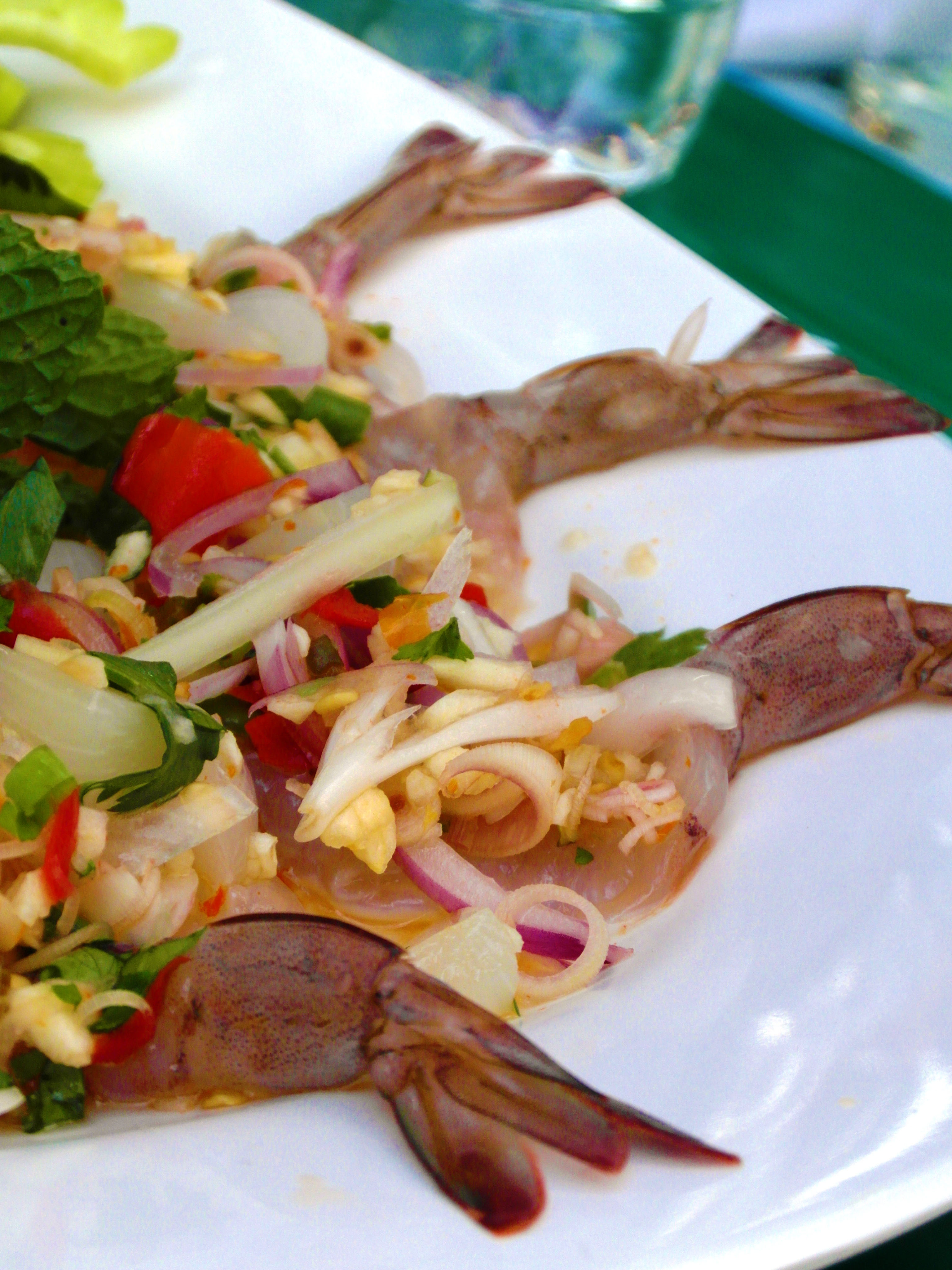 Spicy raw-prawn salad photo