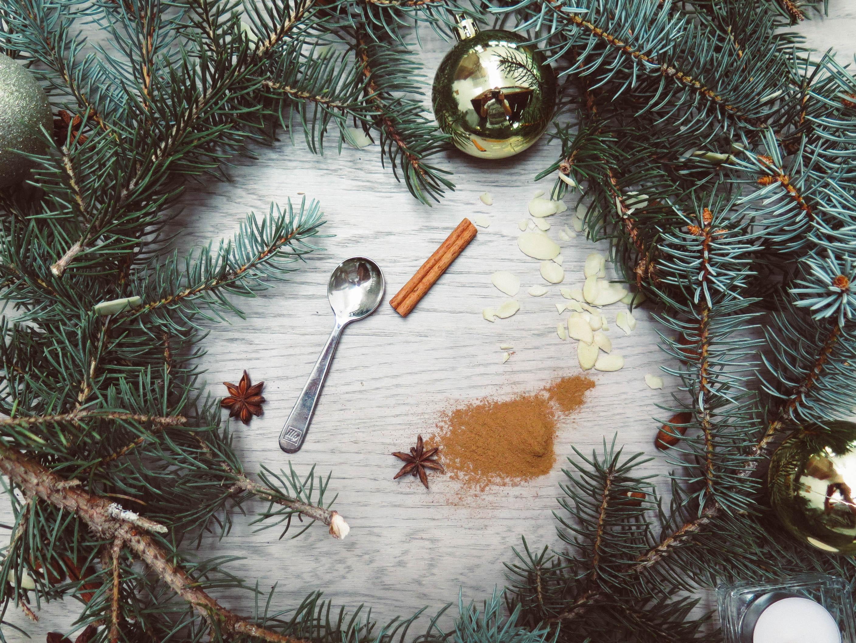 Spoon Baubles and Wreath, Almonds, Glisten, Wood, Winter, HQ Photo
