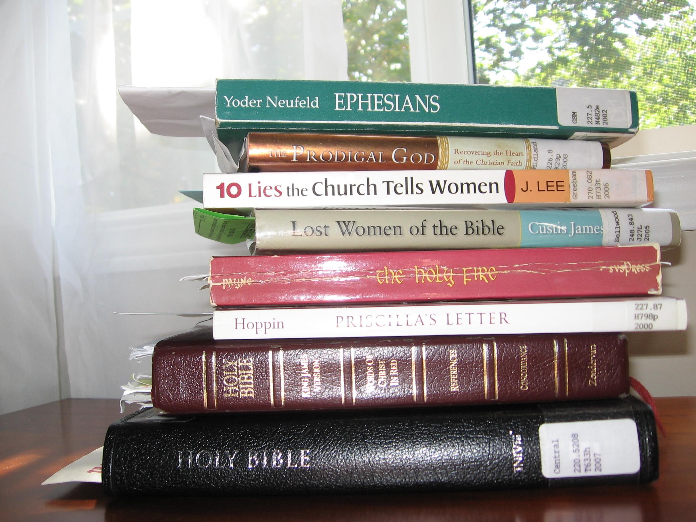 A stack of books | Lightsings