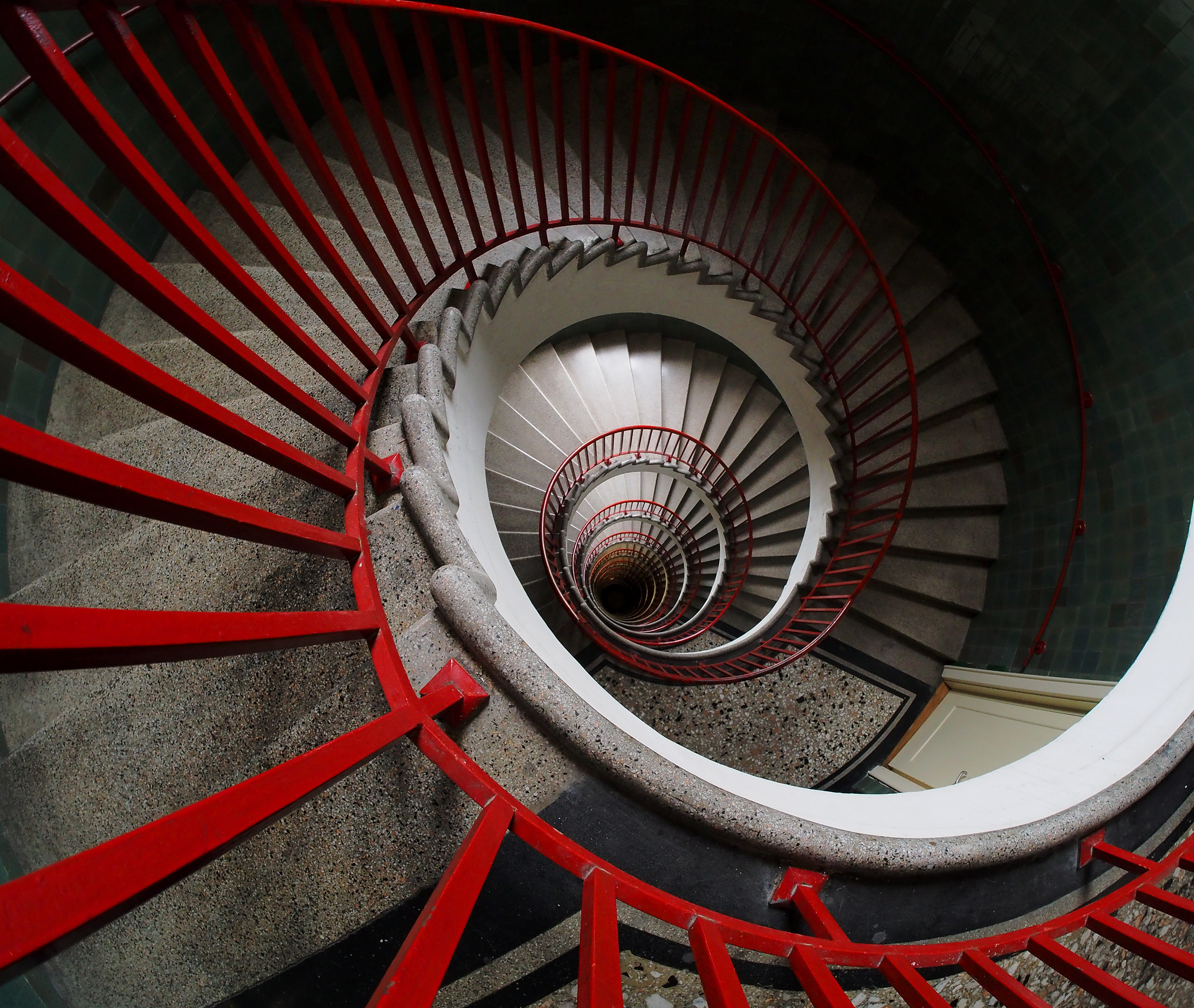 File:Spiral stairs (спирално степениште).jpg - Wikimedia Commons