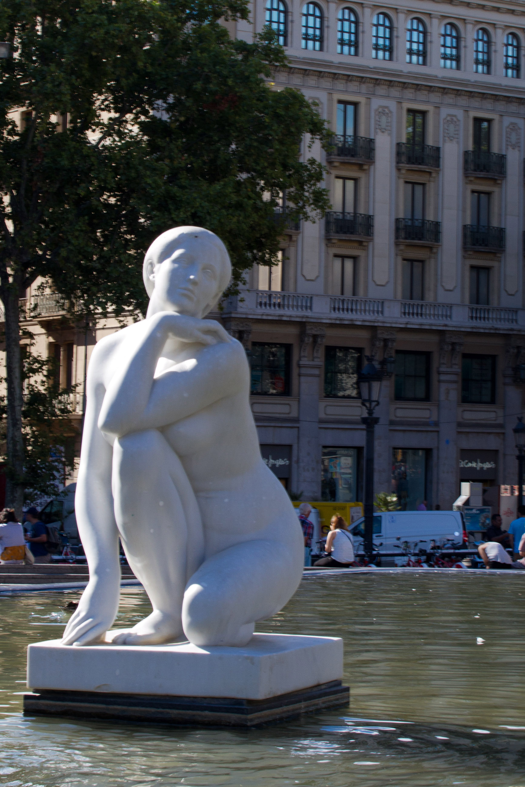 Statue of a woman photo