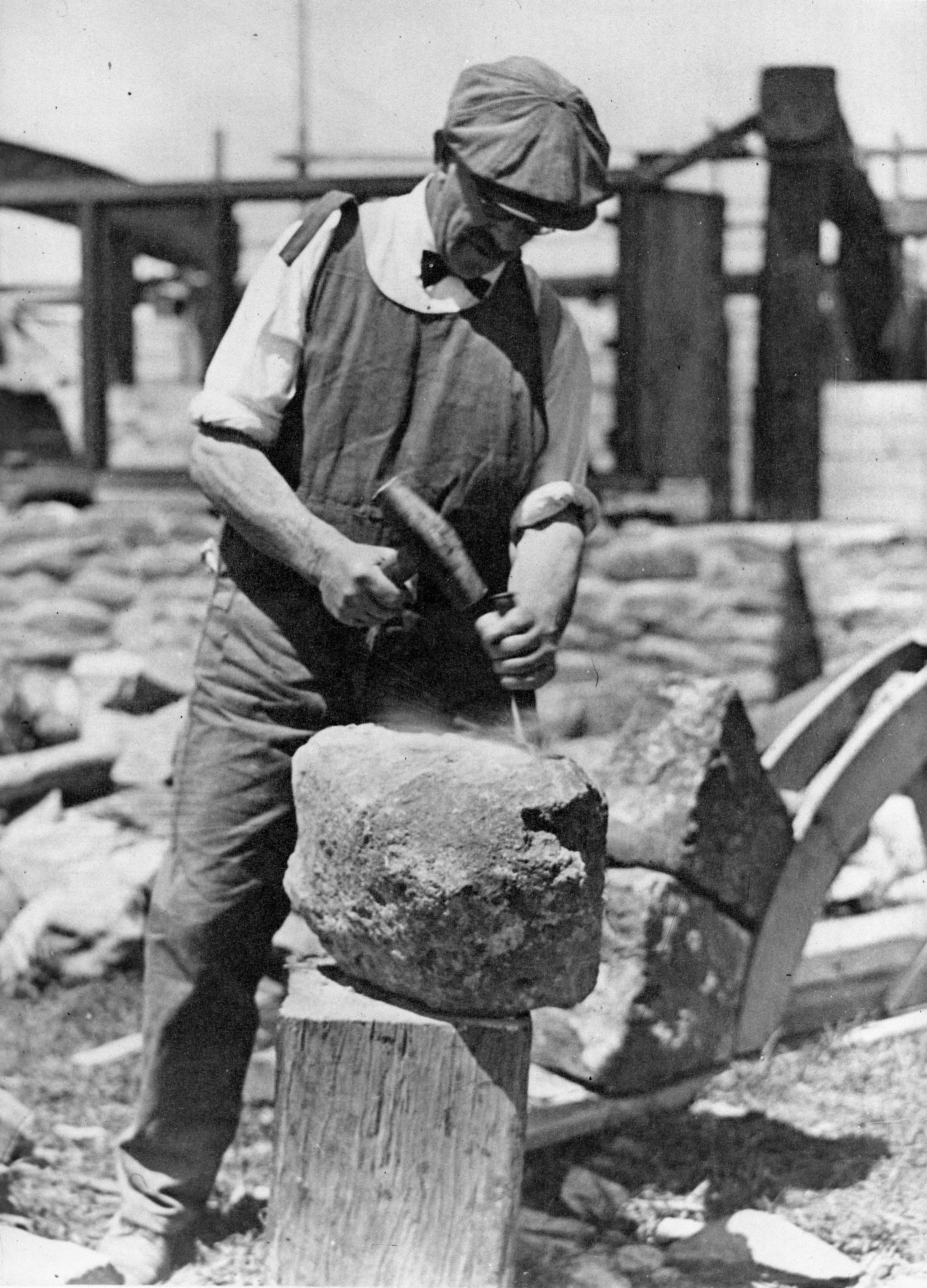 File:John Barr stonemason, 1930.jpg - Wikimedia Commons