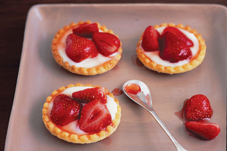 Warm strawberry tarts