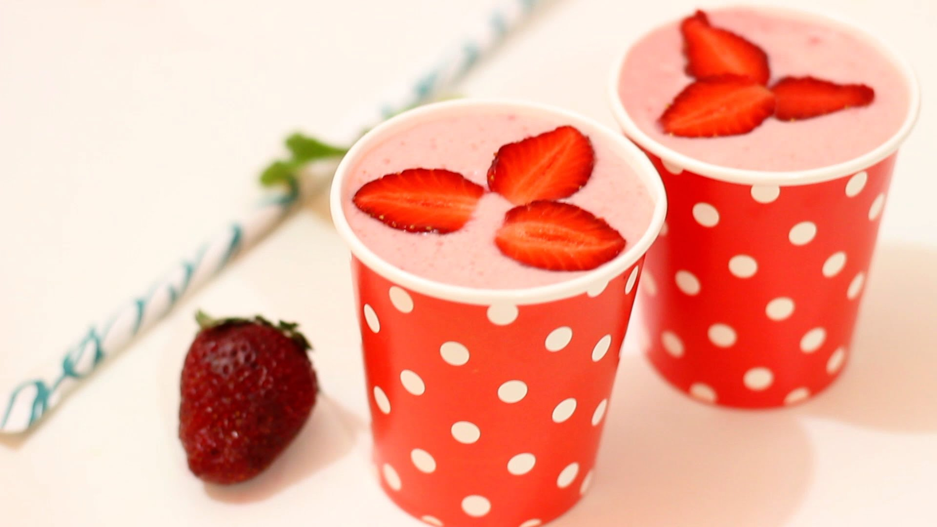 Strawberry Yogurt Smothie Recipe - Healthy Drinks - Strawberry ...