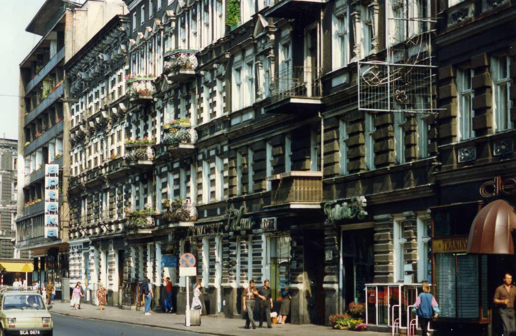 File:A street in Szczecin, Poland, August 1990.jpg - Wikimedia Commons