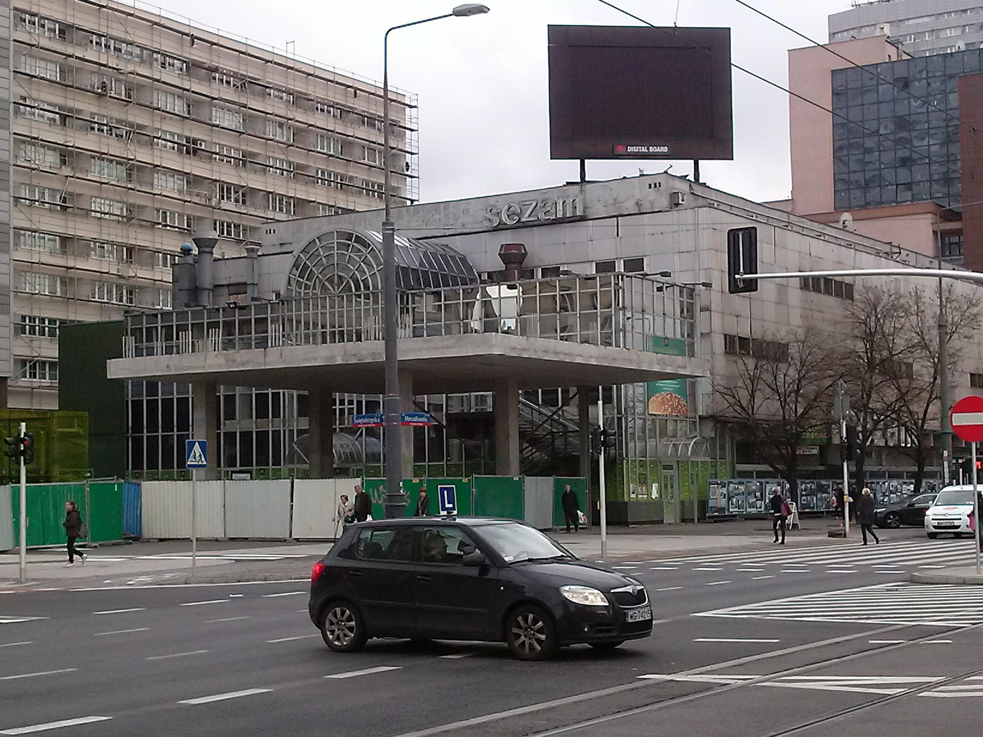 File:First McDonalds restaurant in Poland, Warsaw, Świętokrzyska ...