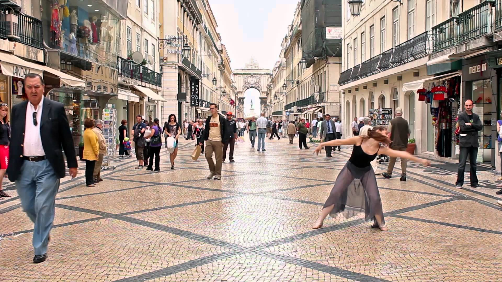 Ballerina dances in the streets of Lisbon - YouTube