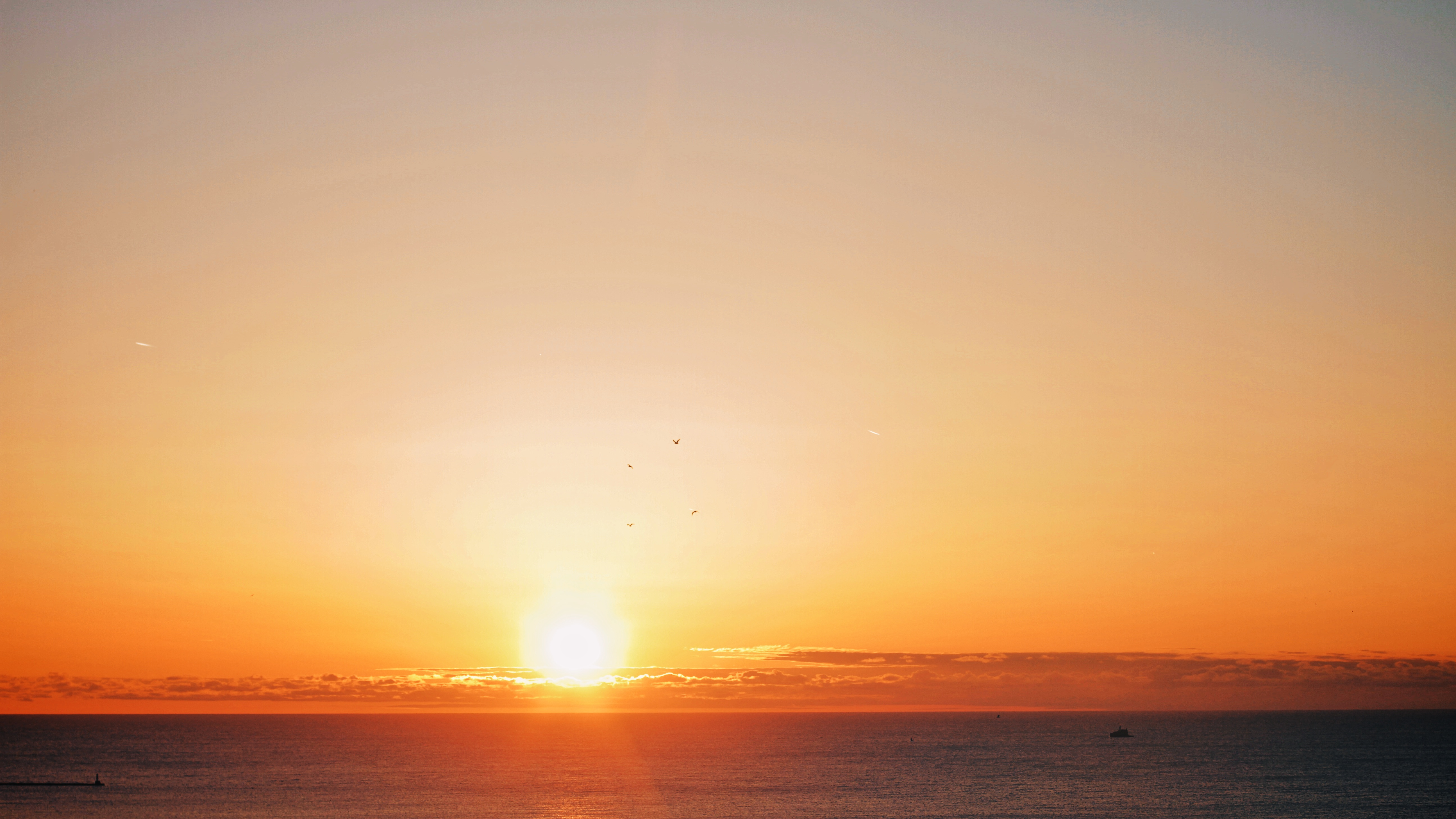 File:Sunrise over Lake Michigan.jpg - Wikimedia Commons