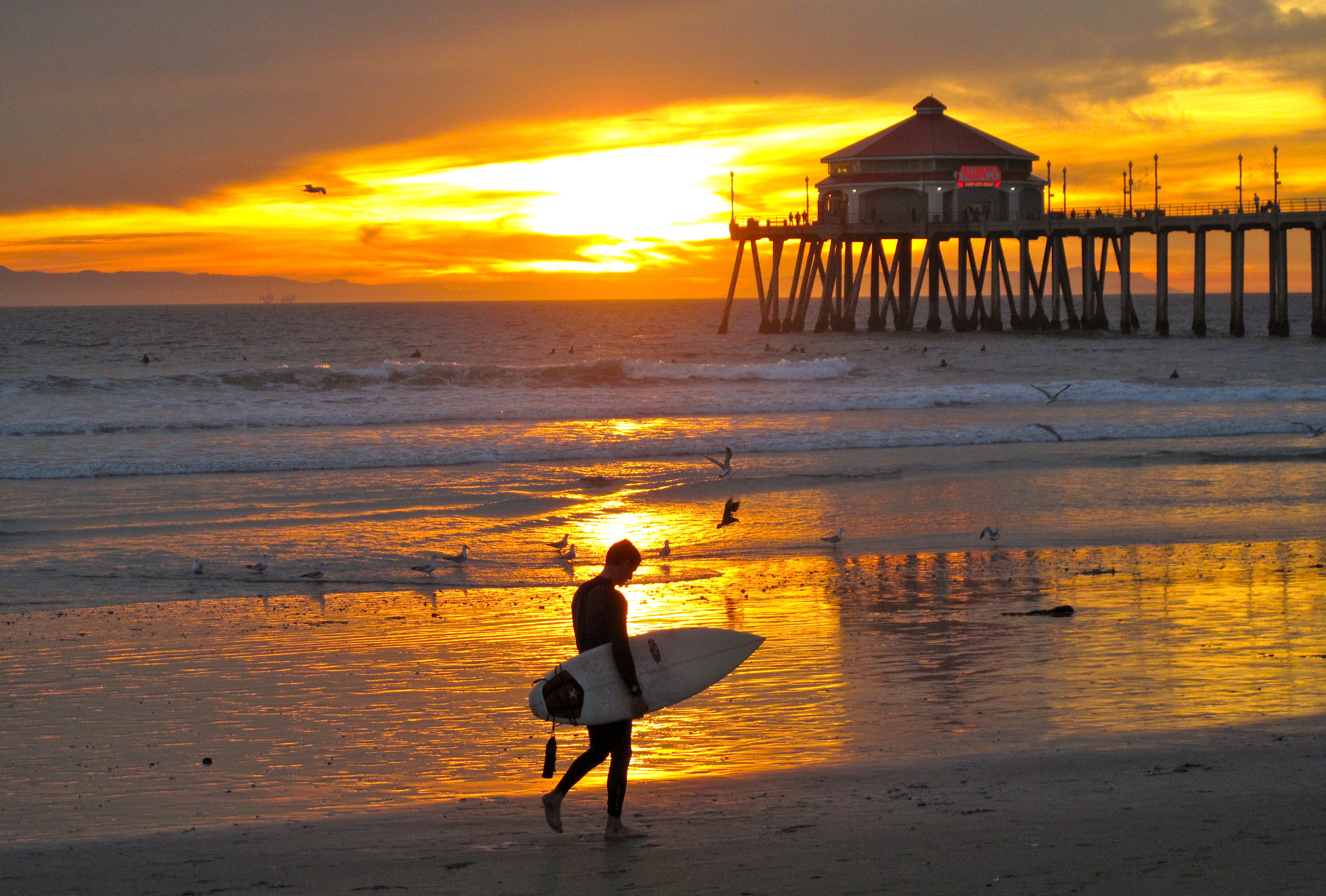 Beach: Surf Huntington Beach City Surfer Usa Sunset Pier Lone ...