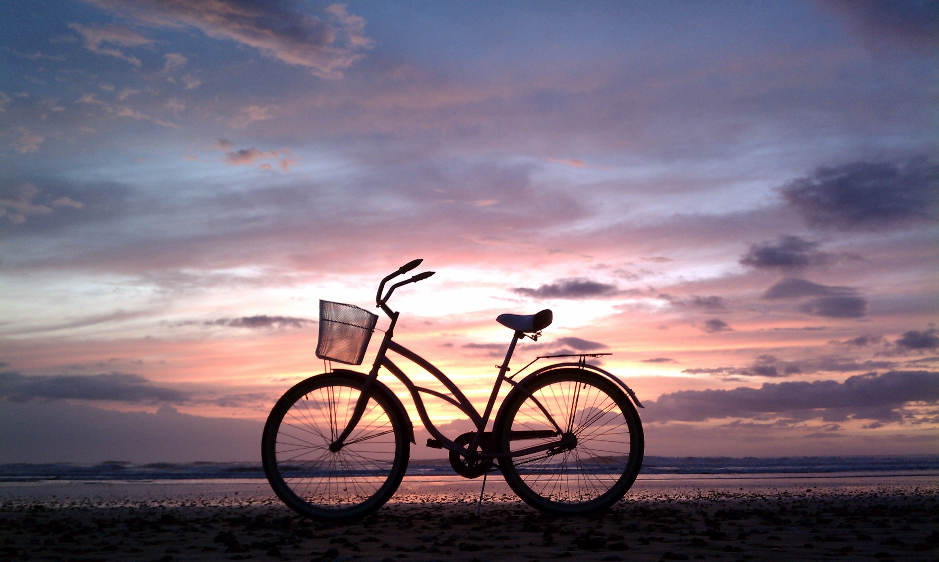 Beach, sunset, bike...what more could you ask for? | Designs we love ...