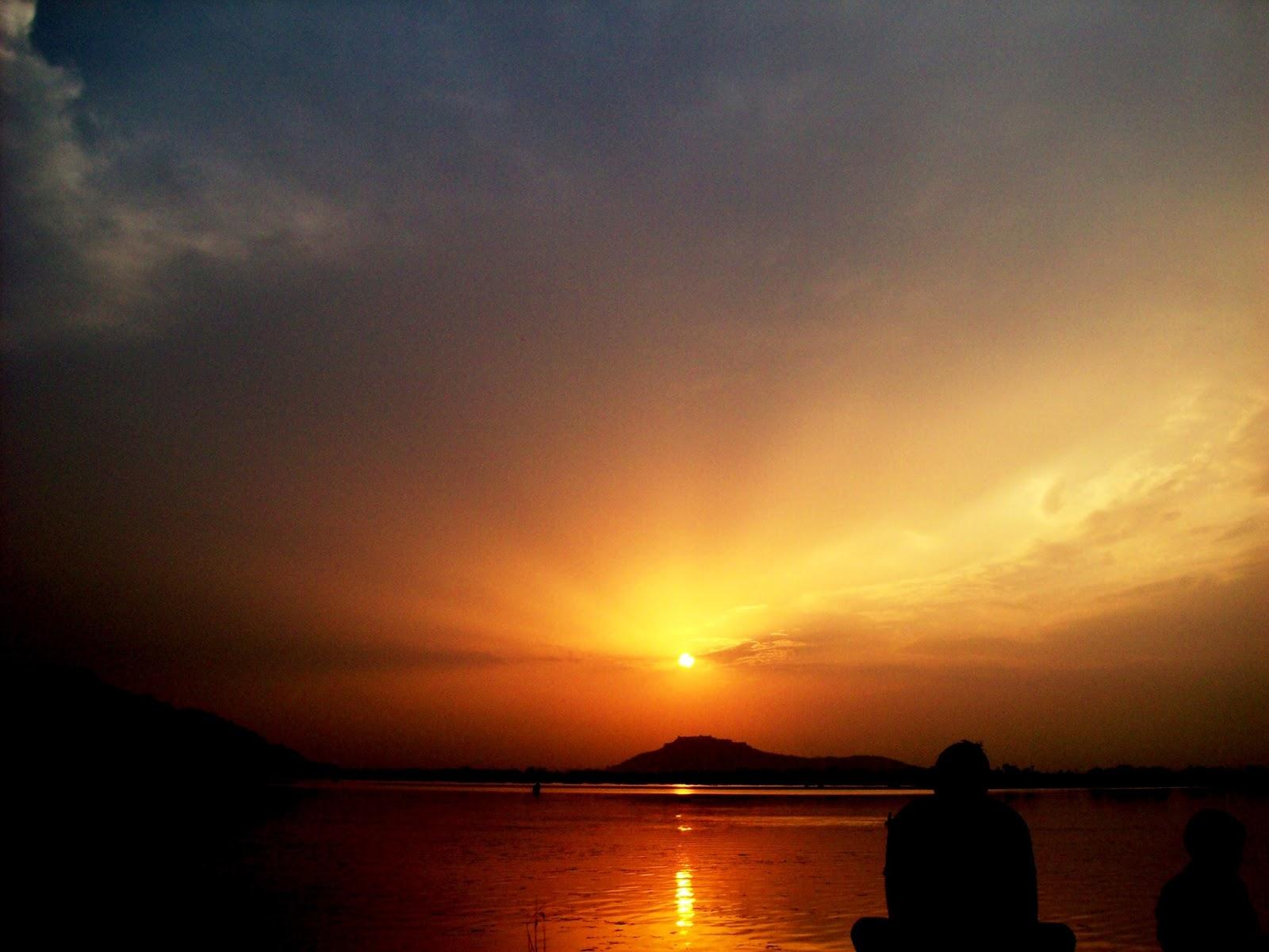 CHINAR SHADE : A QUATRAIN IN KASHMIRI AND A SUNSET VIEW OF DAL LAKE ...