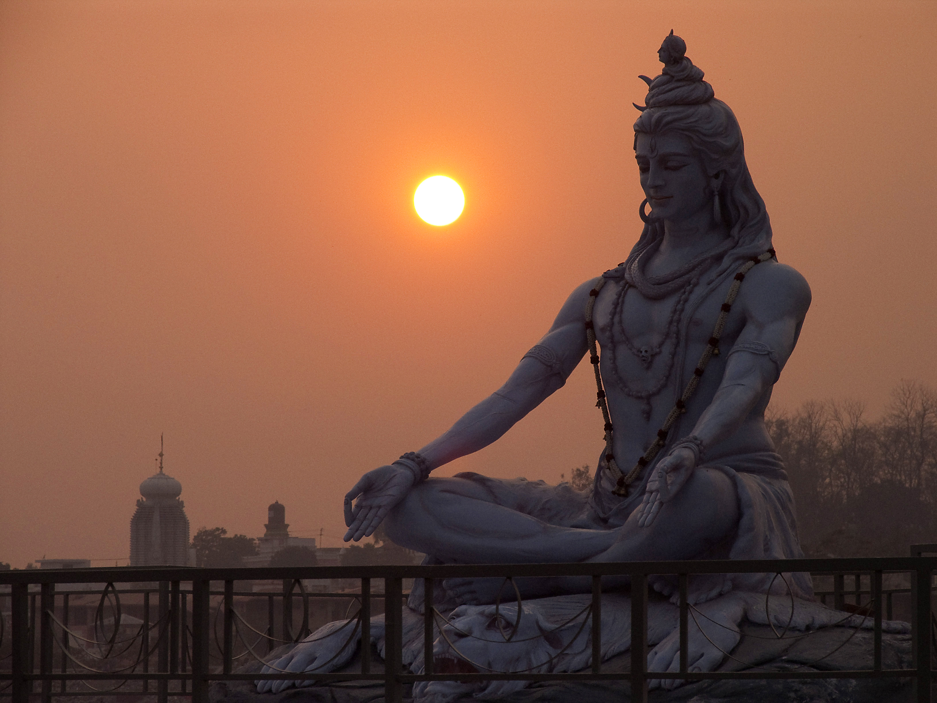 A Shiva statue in the sunset : woahdude