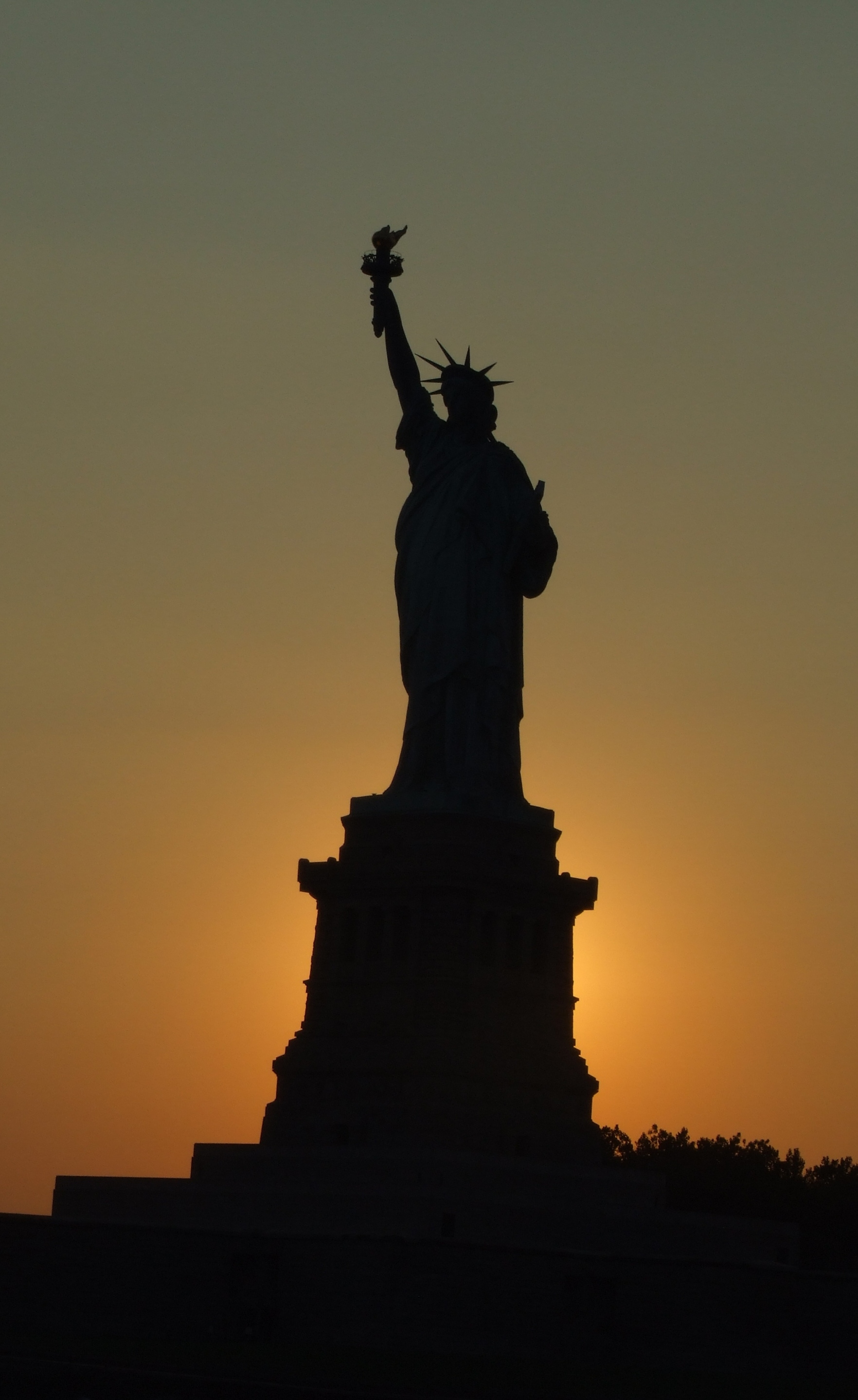 Sunset statue photo