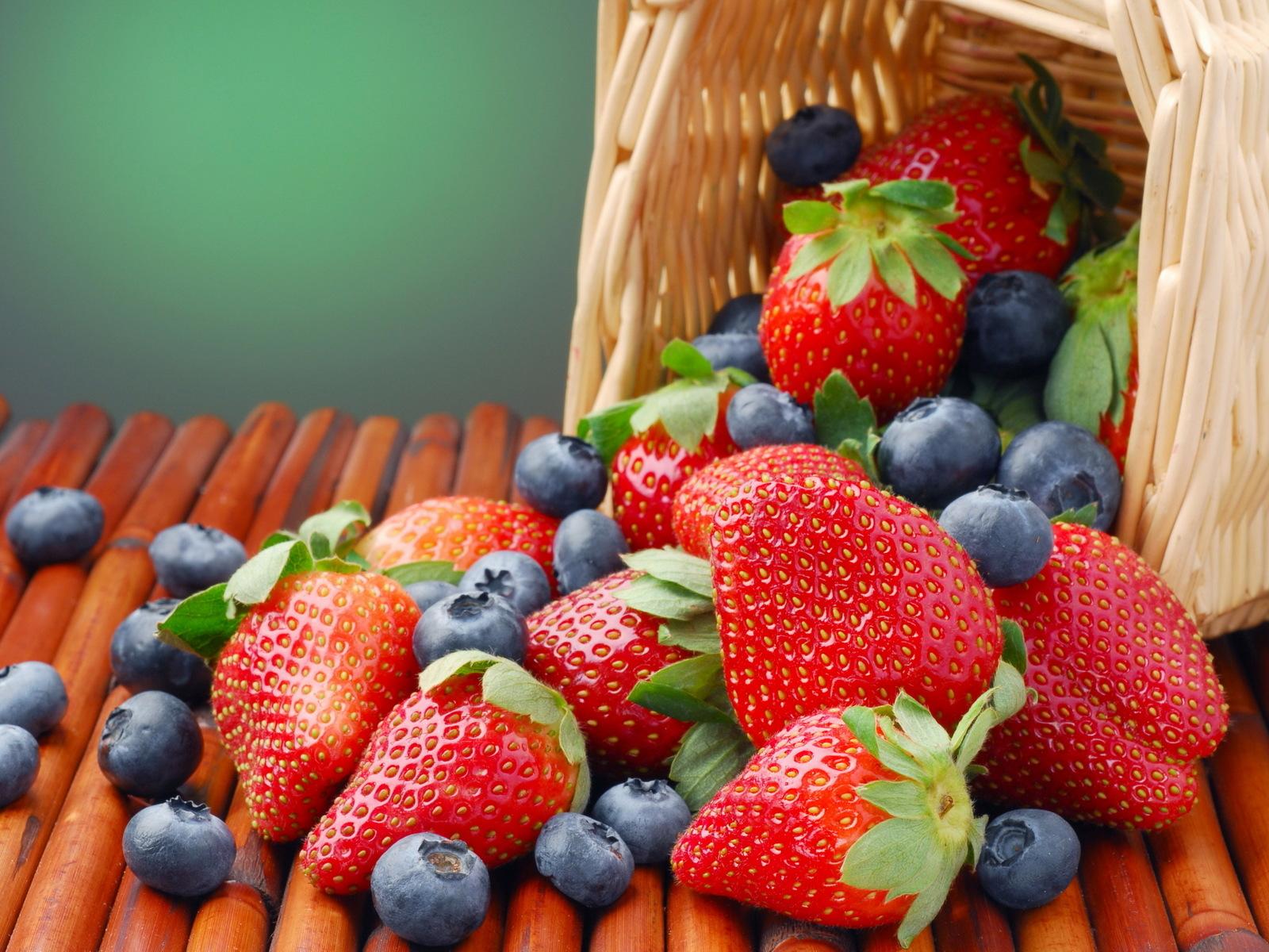 Sweet berries photo