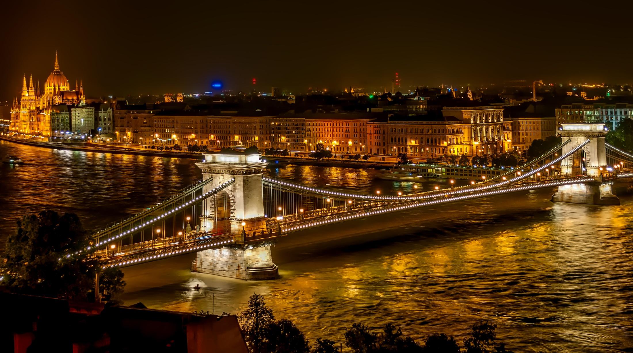 Szechenyi chain bridge photo
