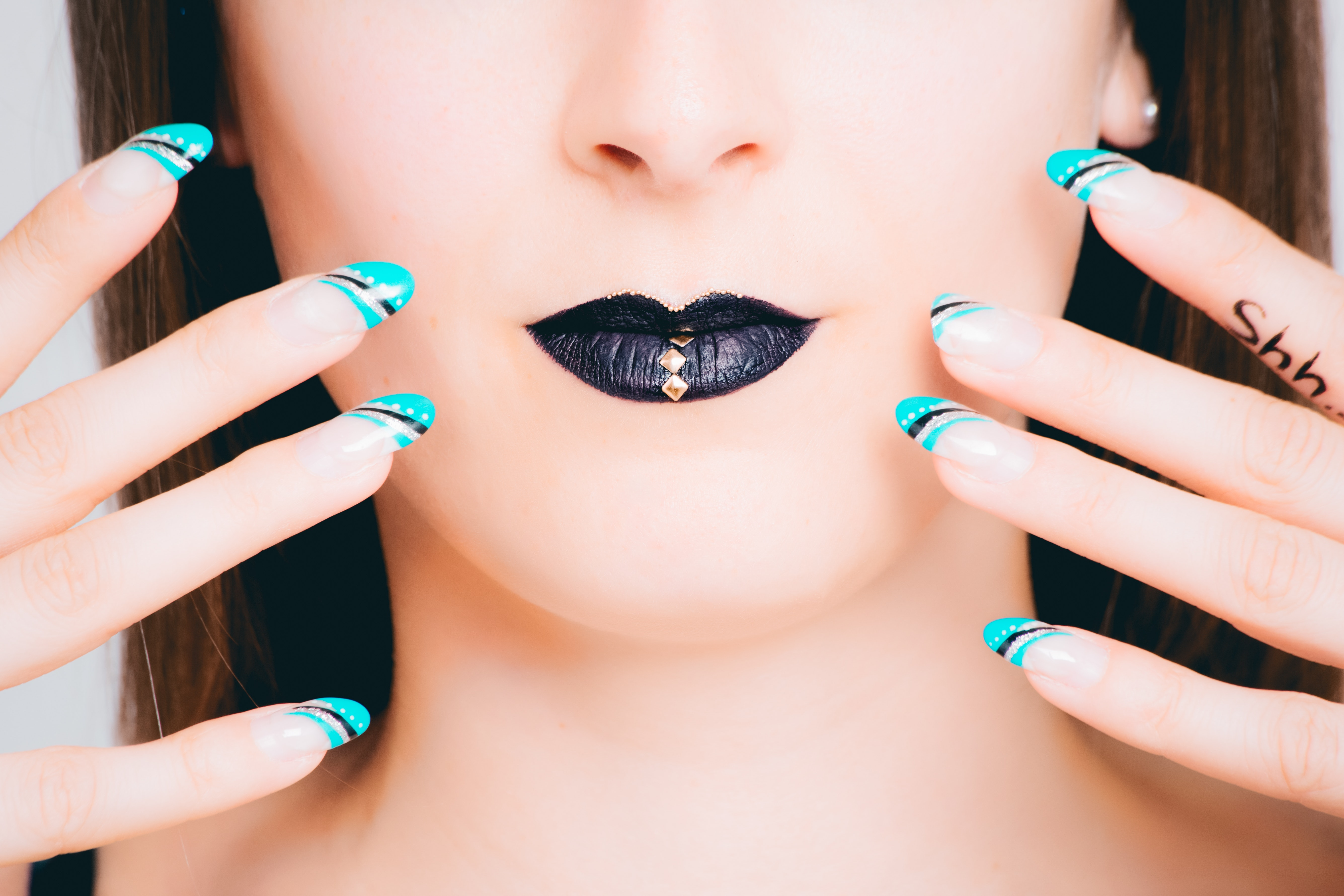 Free Photo Teal Black And White Nail Art Photoshoot Portrait
