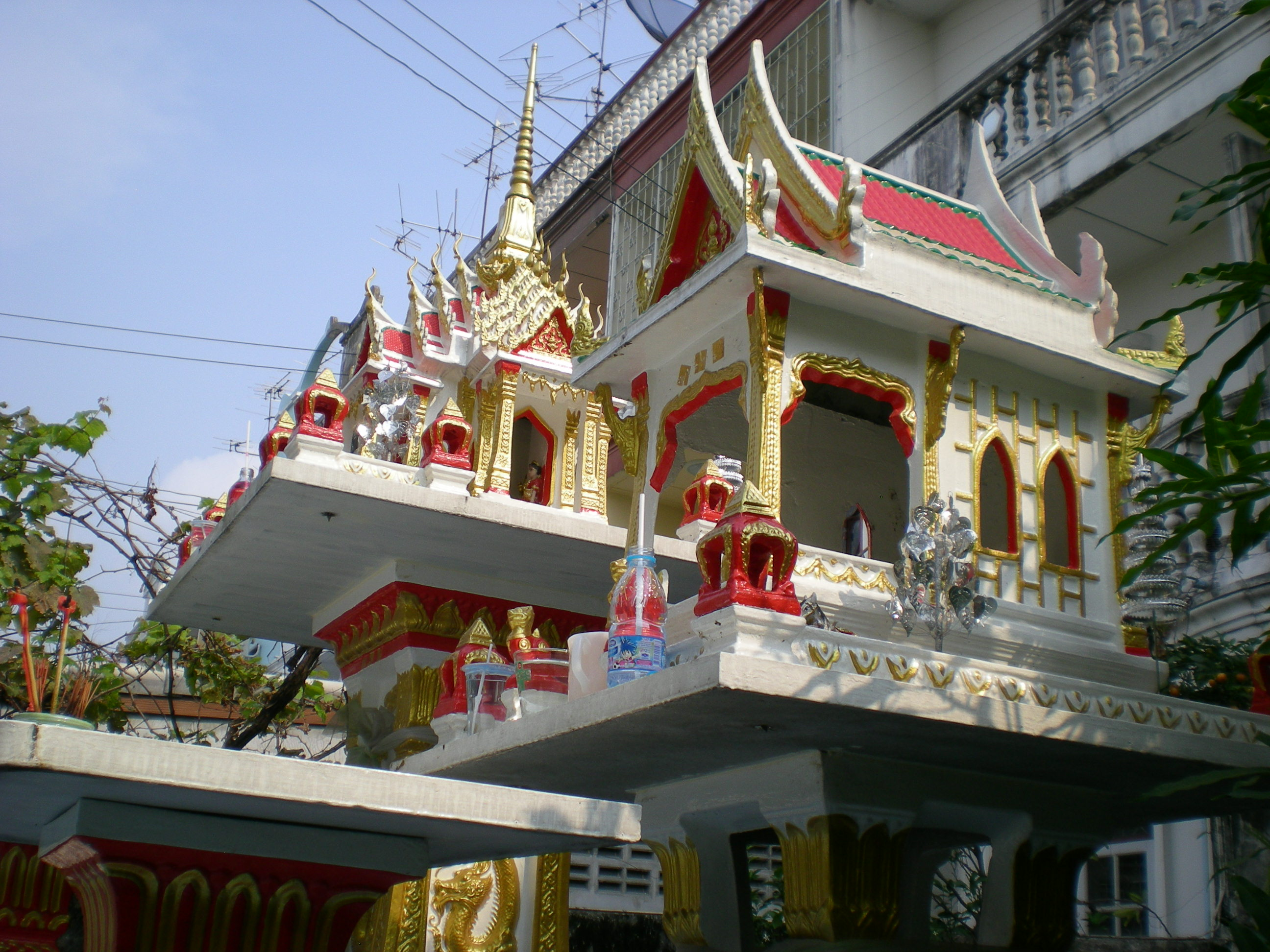 Pram and San Phra Pom - Spirit Houses in Thailand | Bangkok Beyond Blog