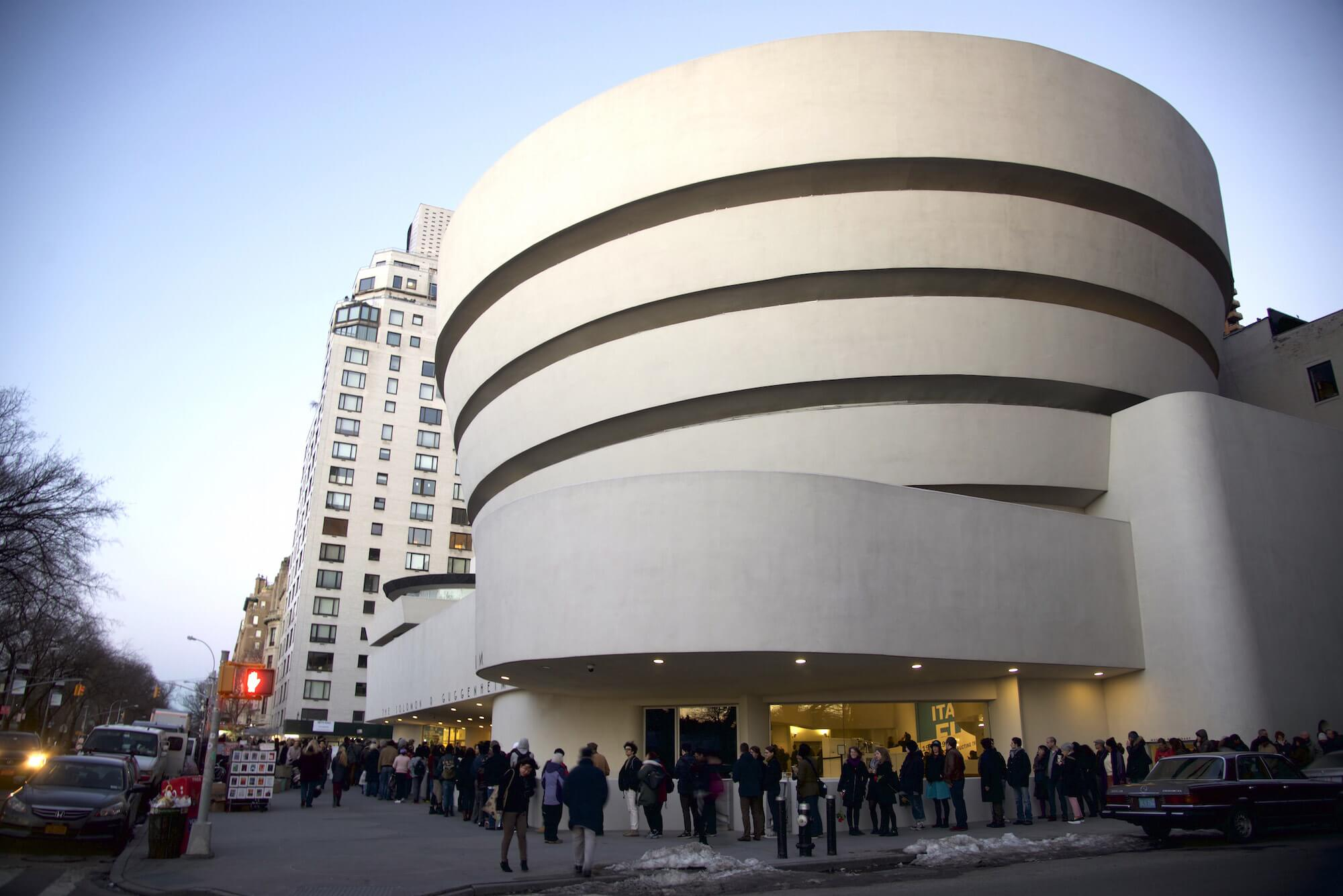 Which is Better? The Met Museum vs The Guggenheim - Thither
