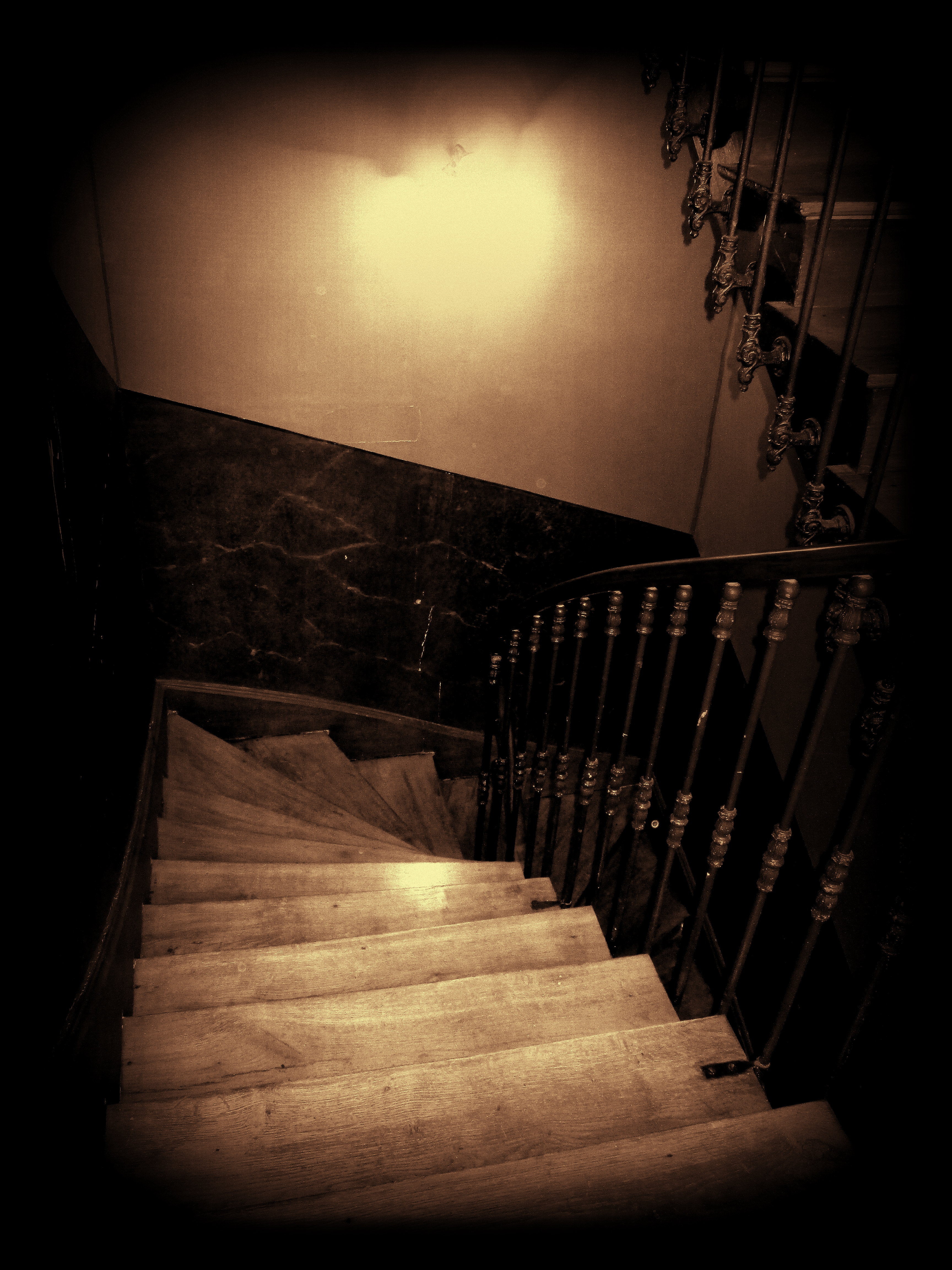 The impossible escape for Jean Moulin, Black background, Night, Photo border, Serene, HQ Photo