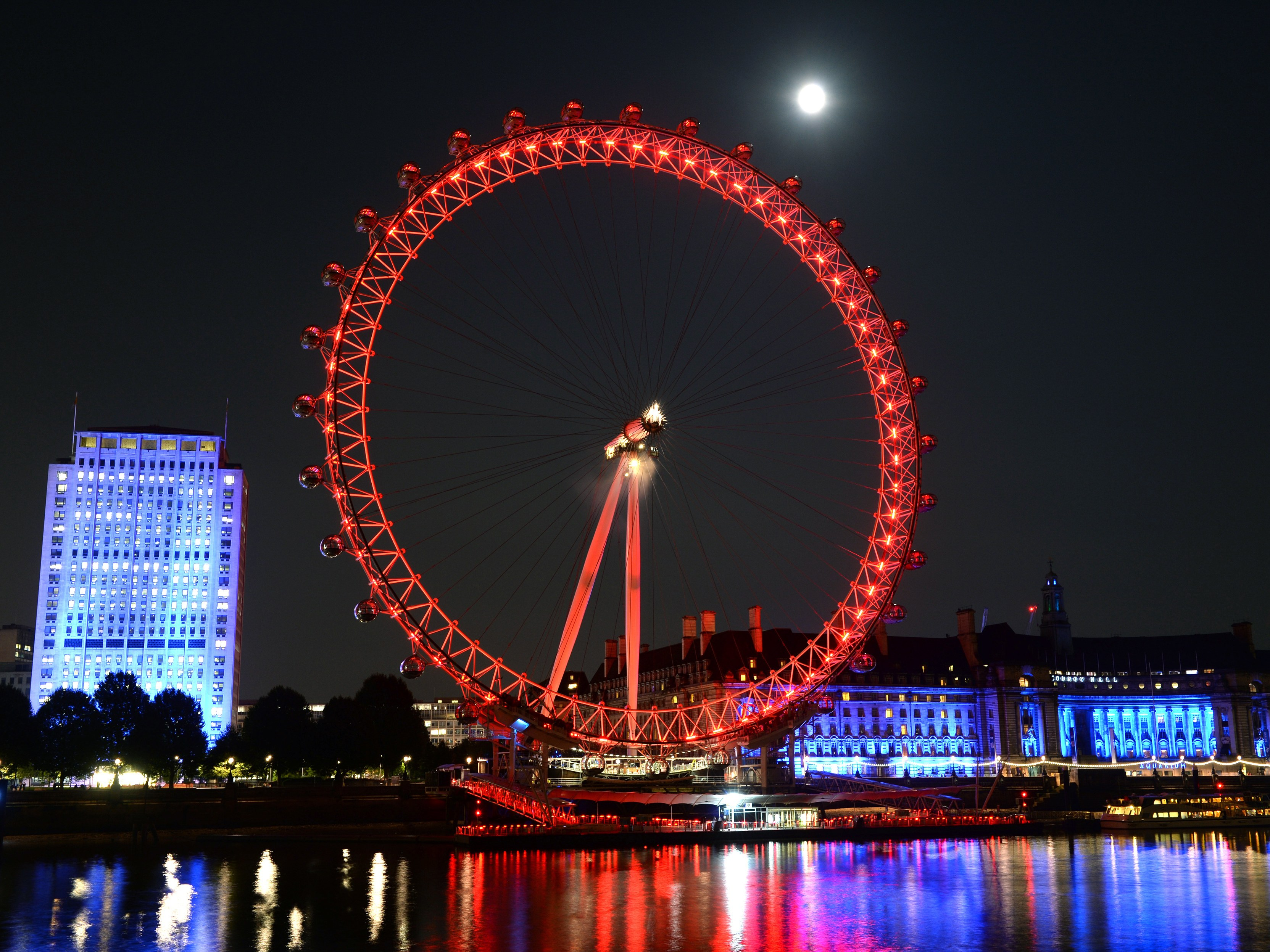 Be the First Person to Spend the Night in the London Eye - Condé ...