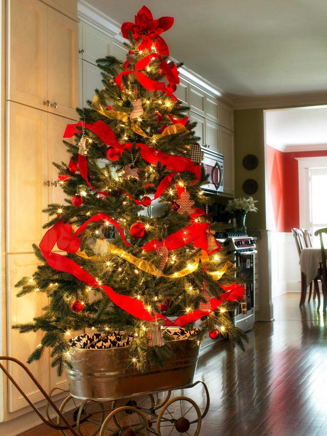 How to Decorate a Christmas Tree   HGTV's Decorating & Design Blog ...