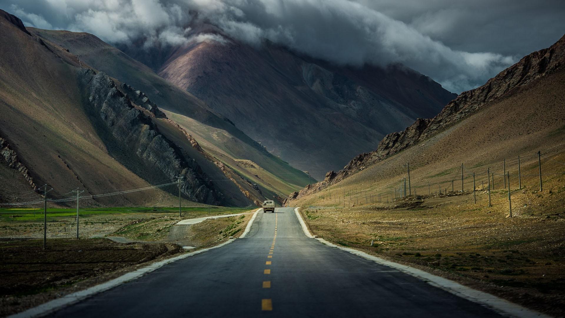 Tibet road photo