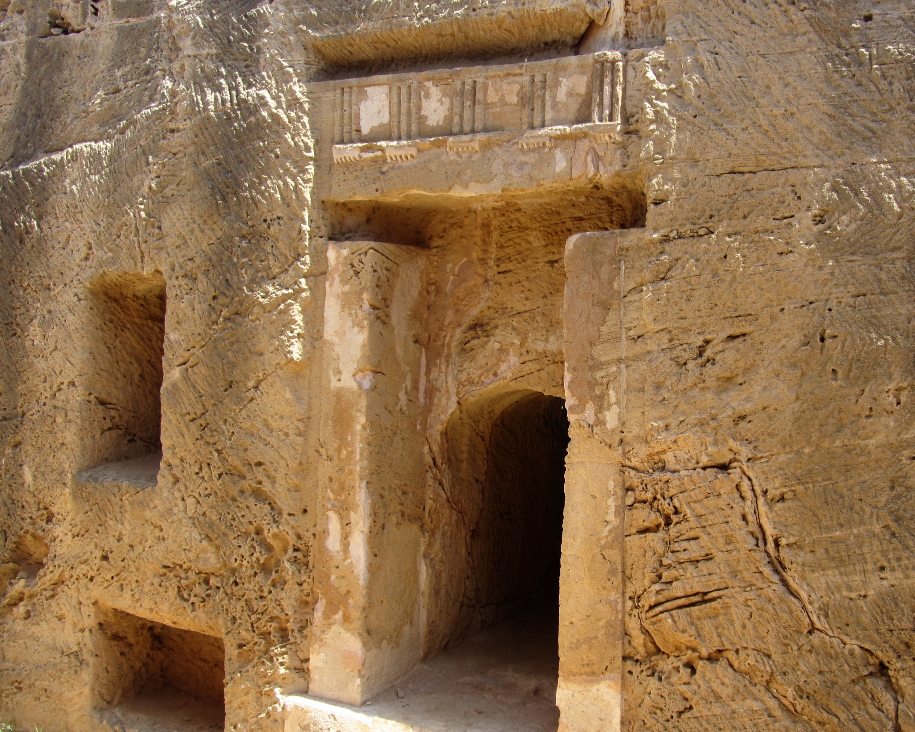 File:Tombs of the Kings Paphos Cyprus Tomb 8 1.JPG - Wikimedia Commons