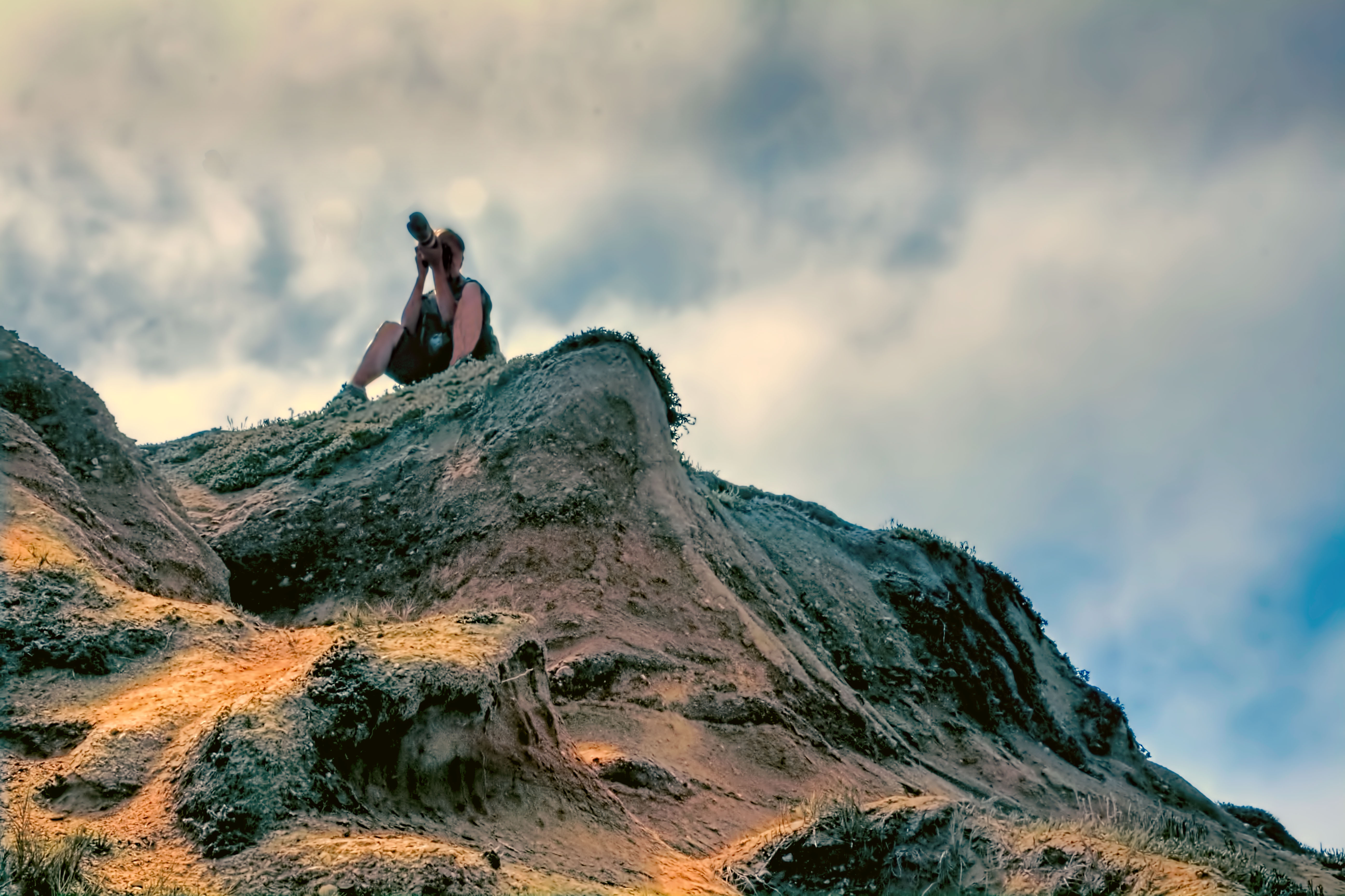 File:A photographer on top of a hill.jpg - Wikimedia Commons