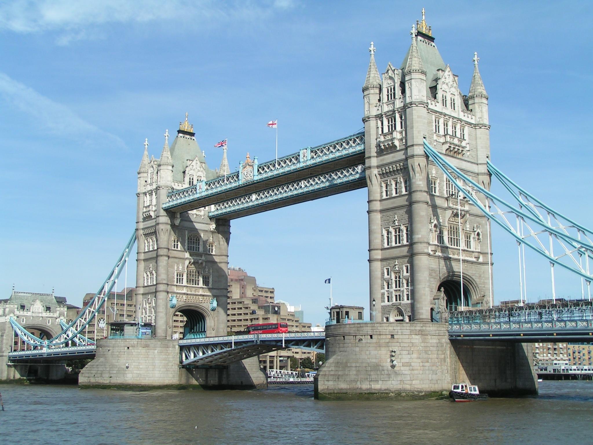 Tower Bridge, Bascule Bridge in London - Travelling Moods