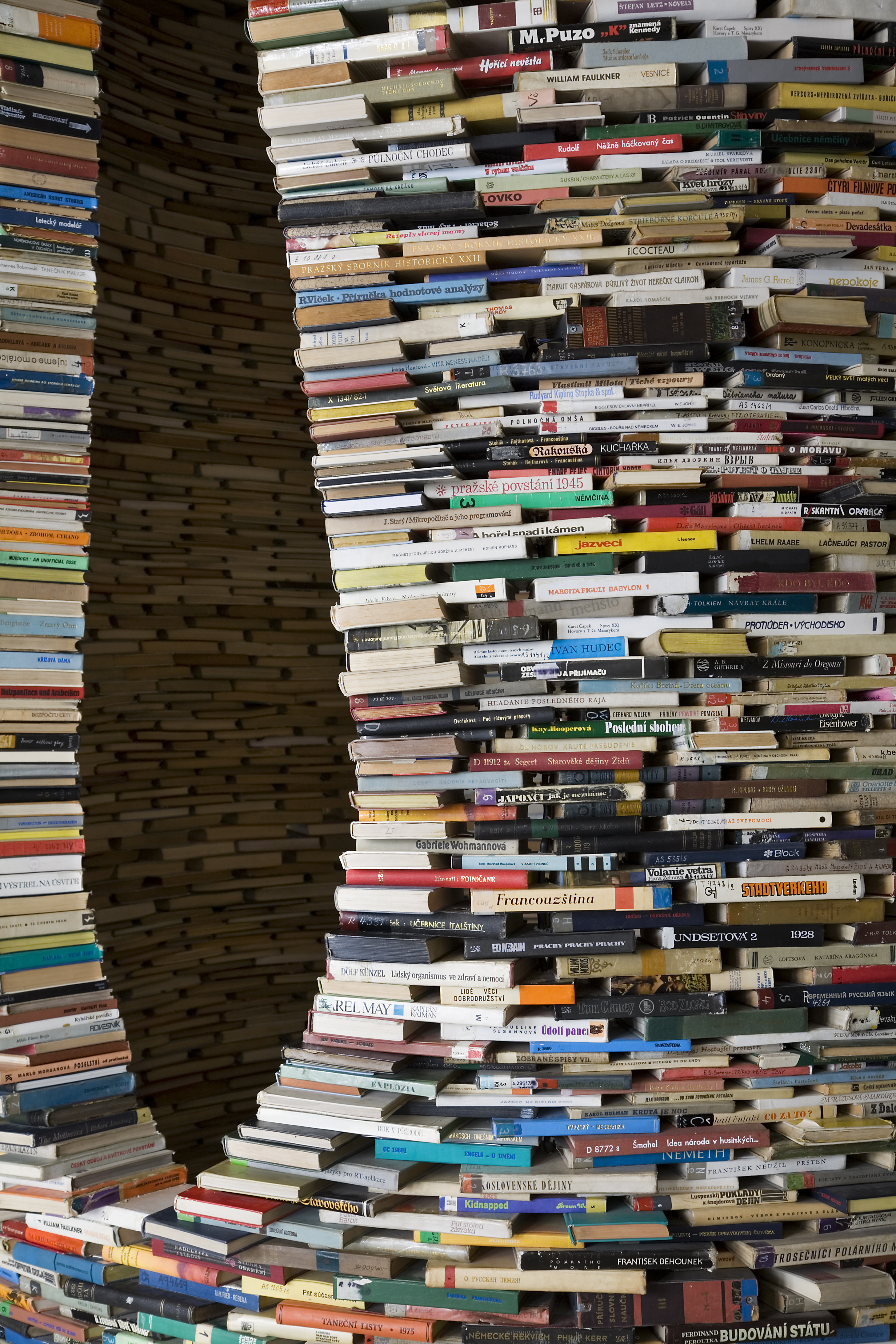 File:A tower of used books - 8451.jpg - Wikimedia Commons