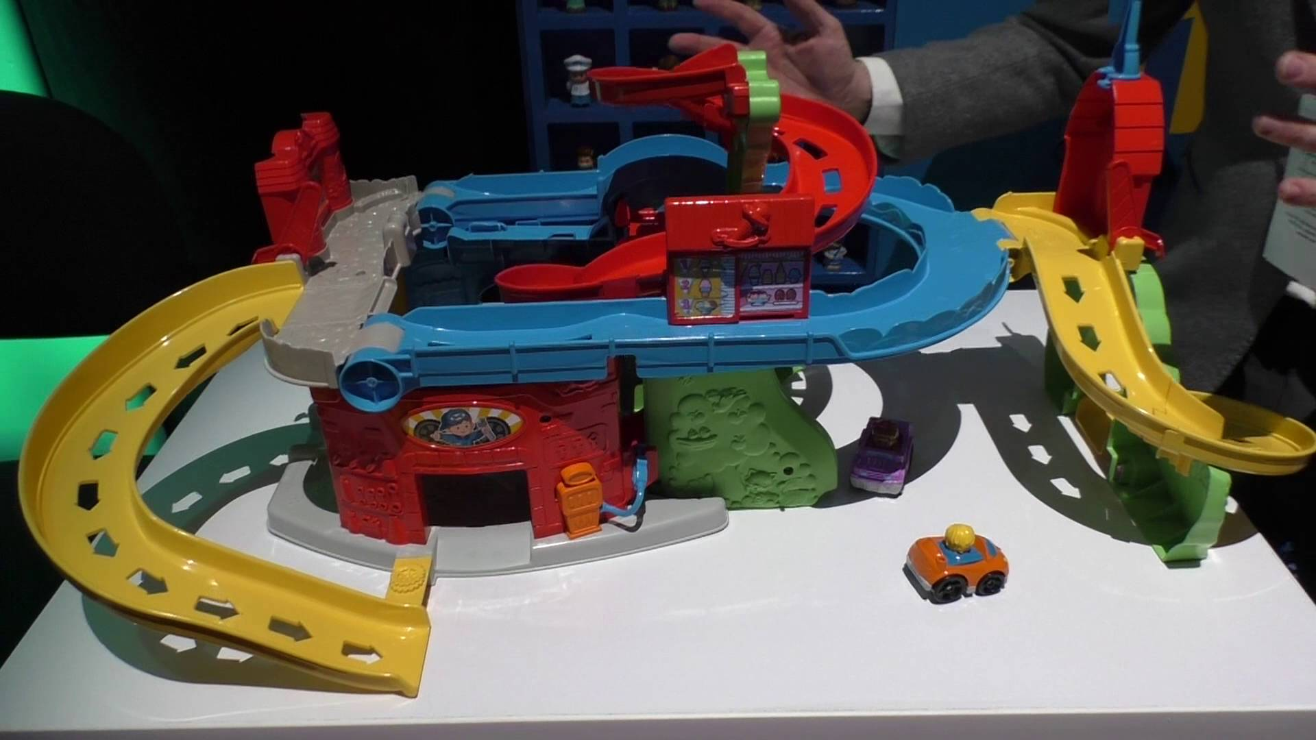 Fisher Price 2016 Little People Sit & Stand Skyway - YouTube