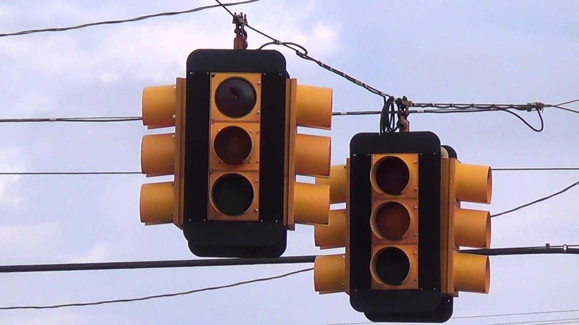 Flashing 8 inch Durasig Traffic Lights - YouTube
